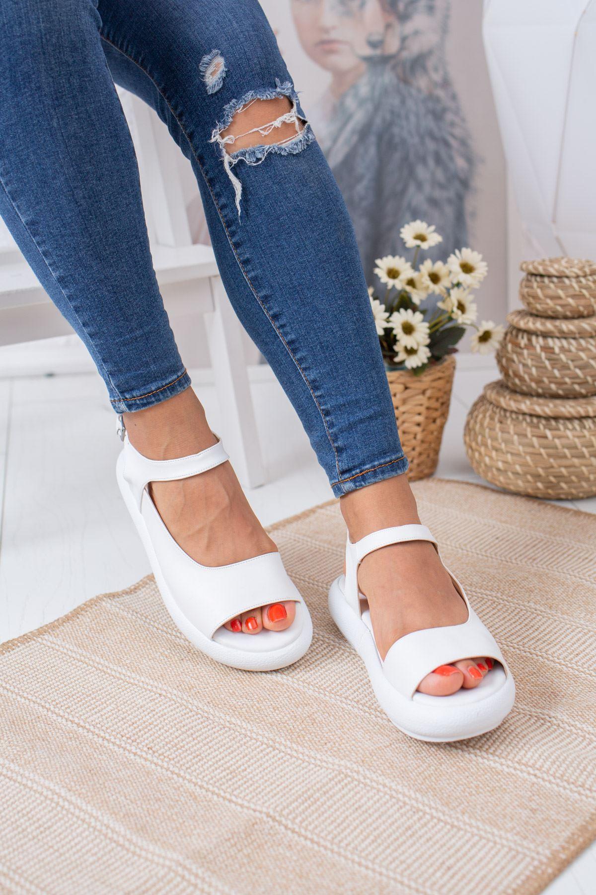 Tek Bant Bilekten Kemerli Beyaz Sandalet