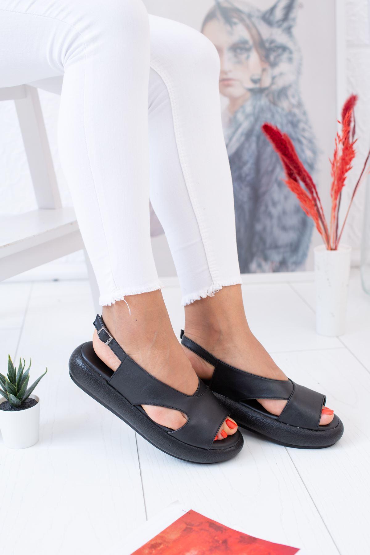 Tek Bant Arkadan Kemerli Siyah Sandalet