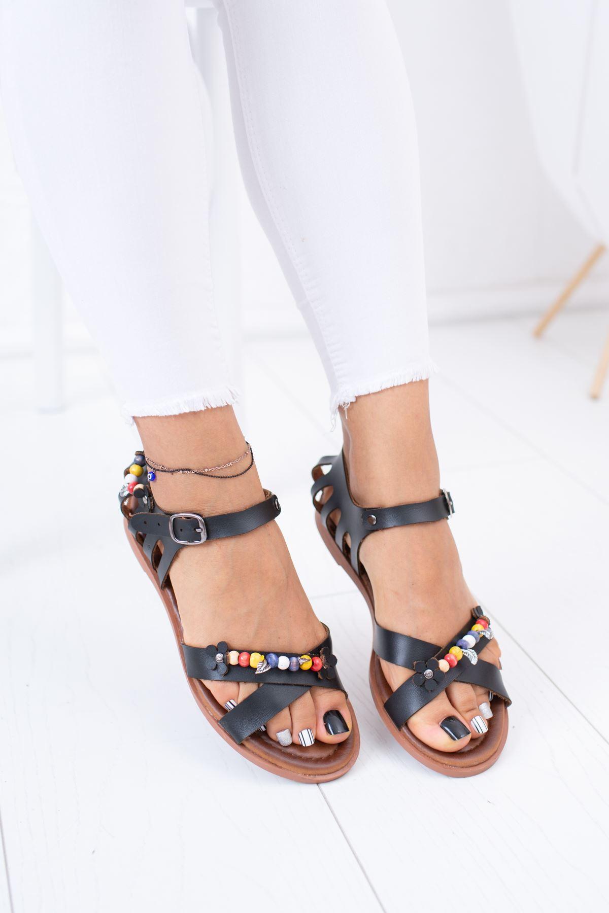 Çapraz Bant Boncuklu Siyah Sandalet