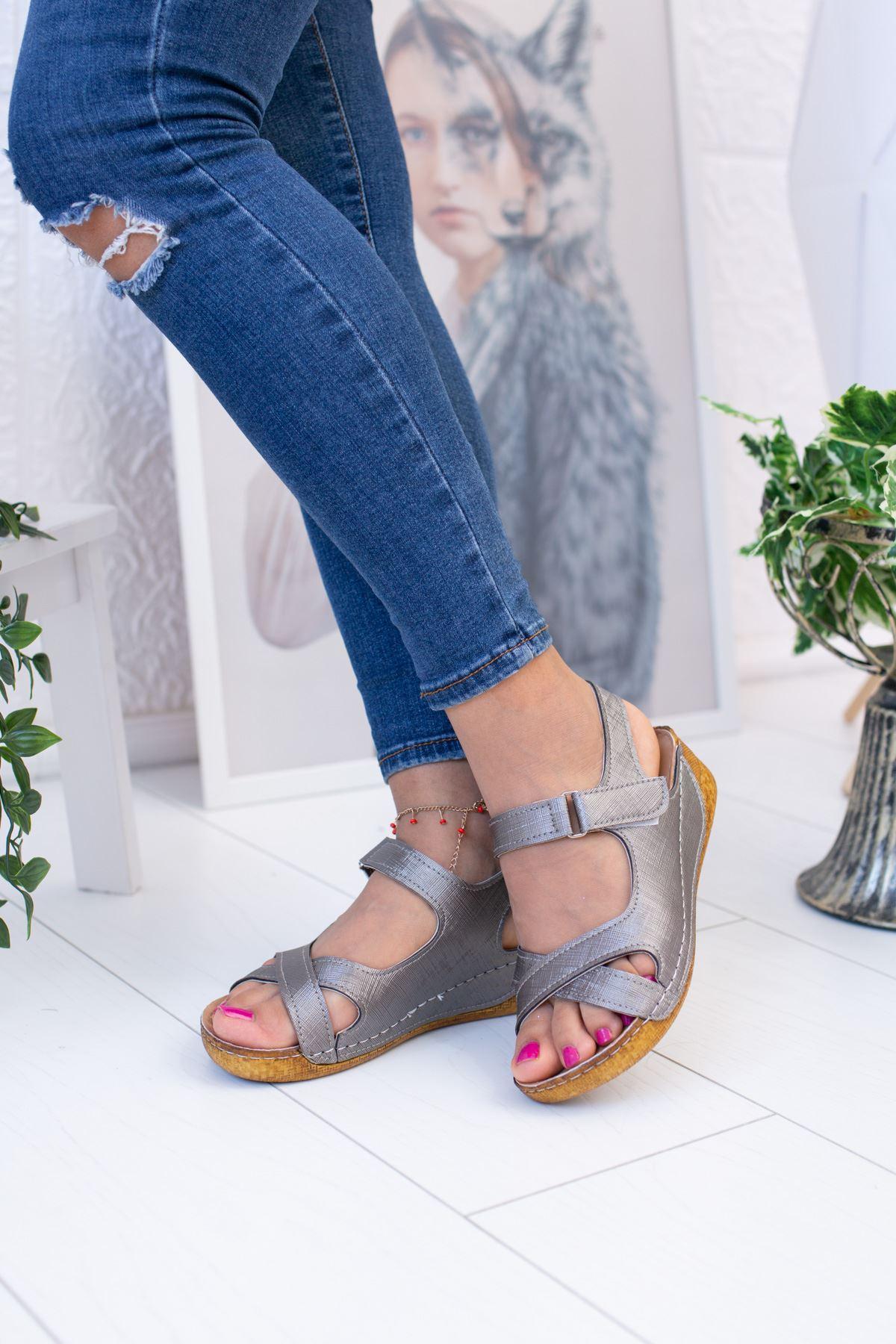 Çapraz Model Platin Sandalet