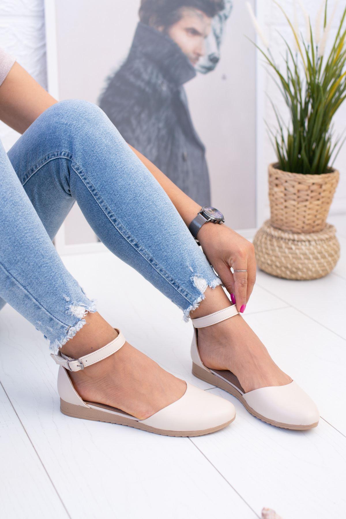 Bilekten Kemerli Krem Ayakkabı