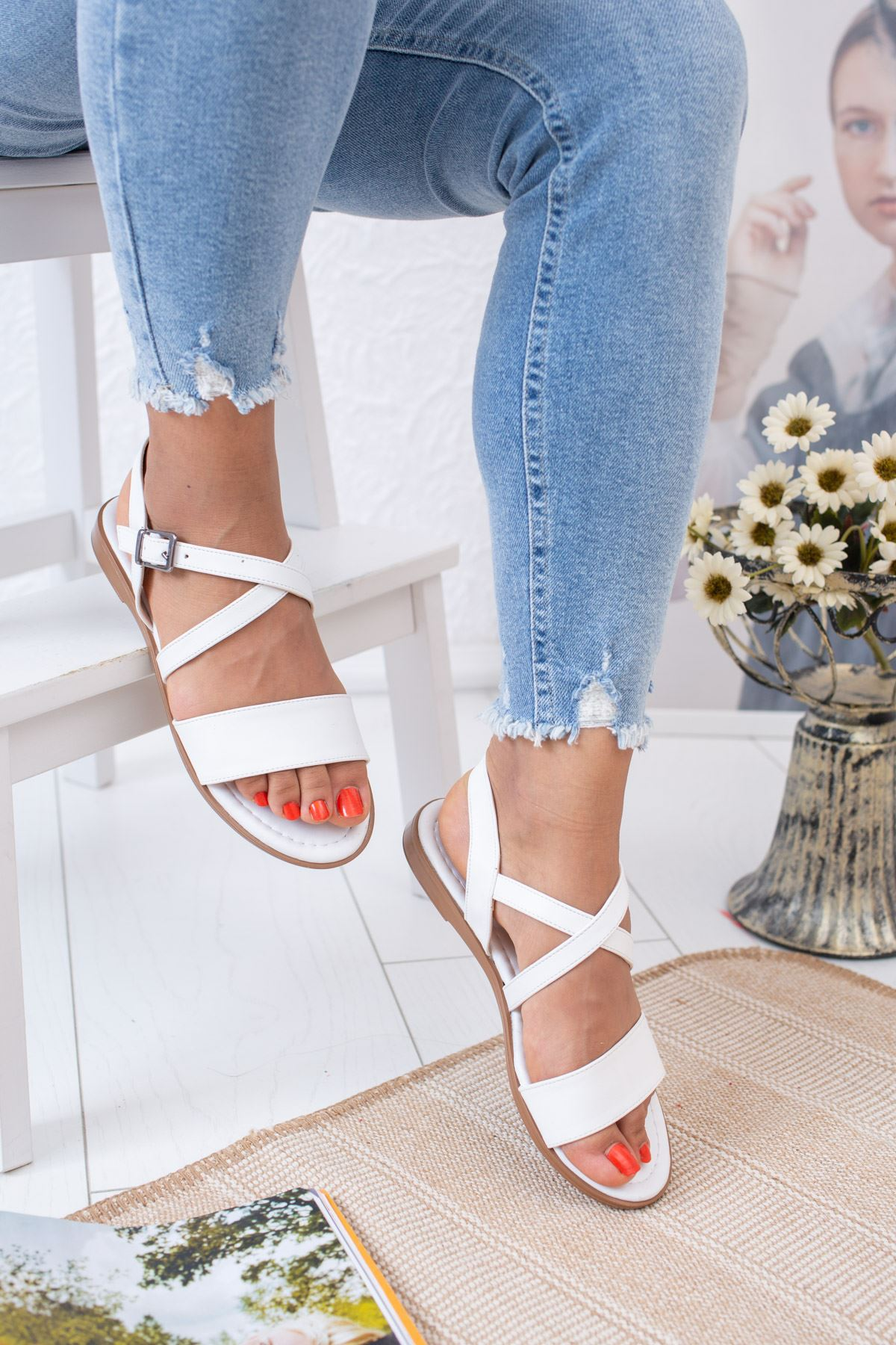 Çapraz Beyaz Sandalet