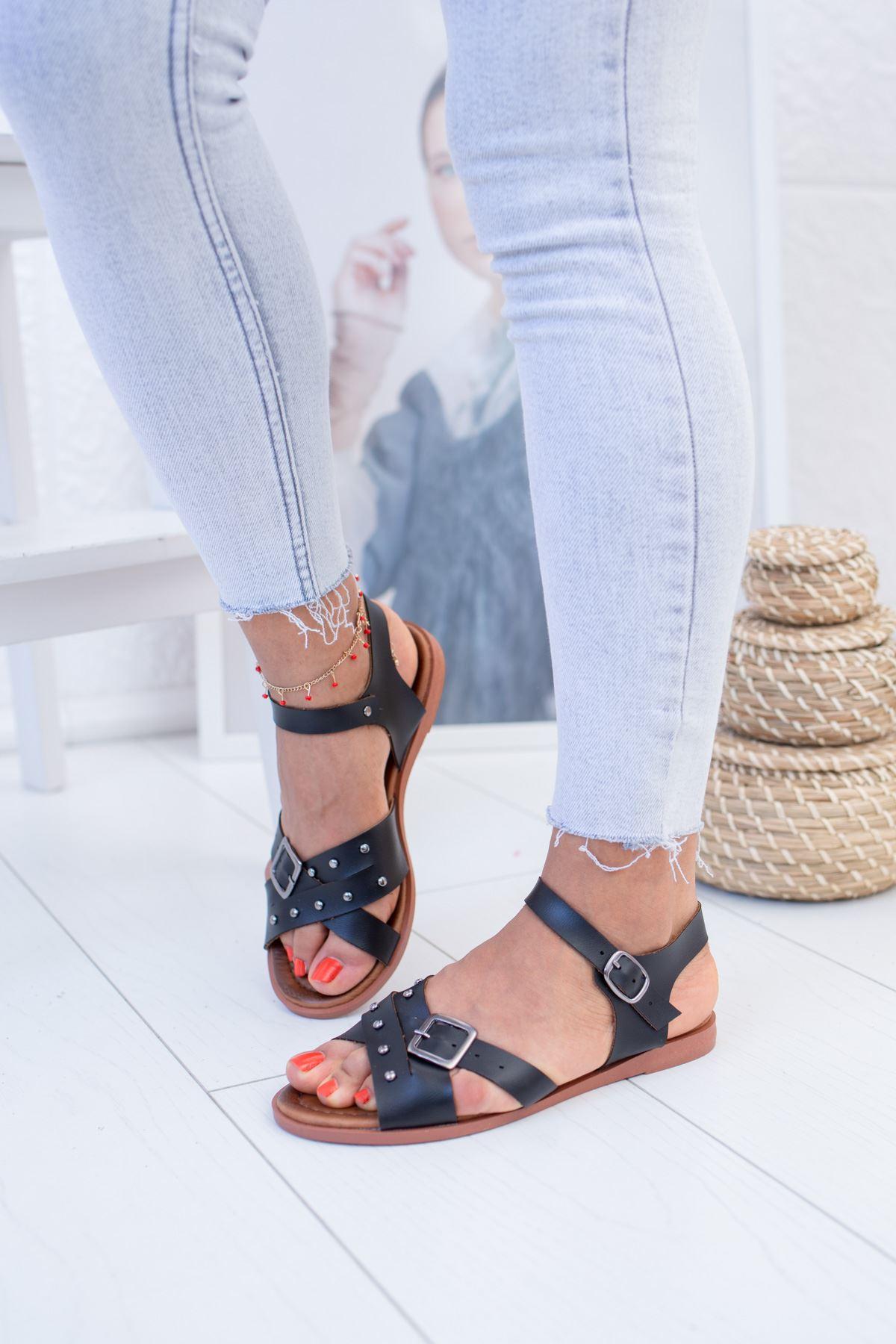 Çapraz Taşlı Siyah Sandalet