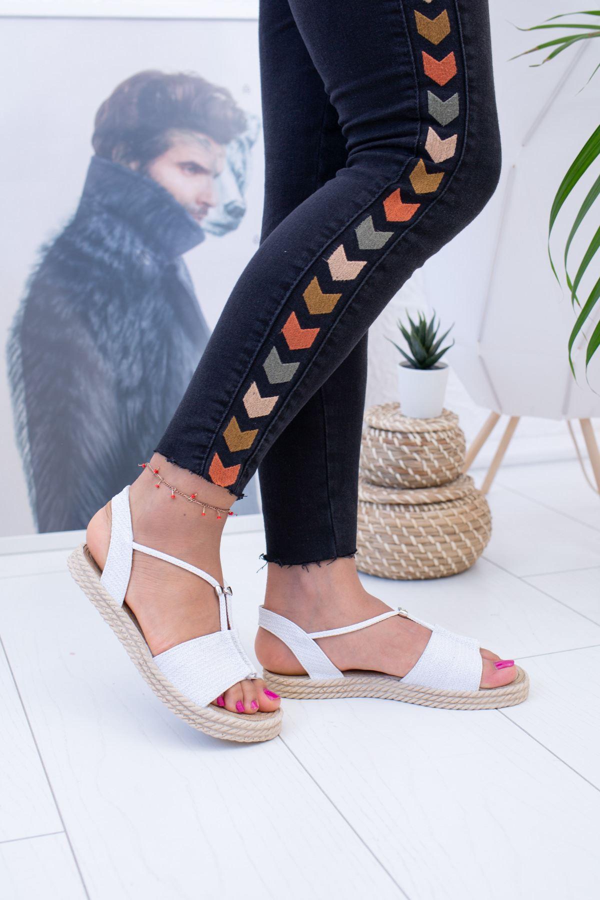 Beyaz Hasır Sandalet