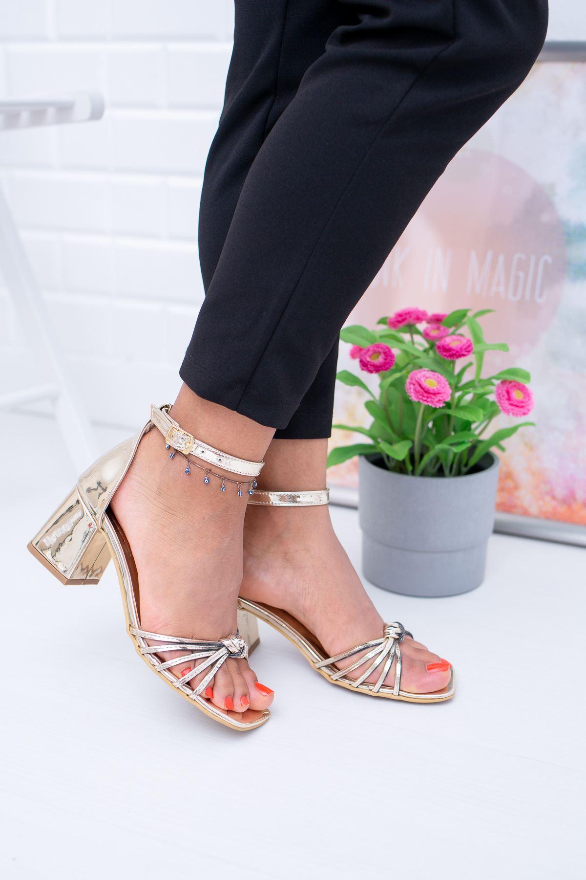 Önü Düğümlü Topuklu Sandalet