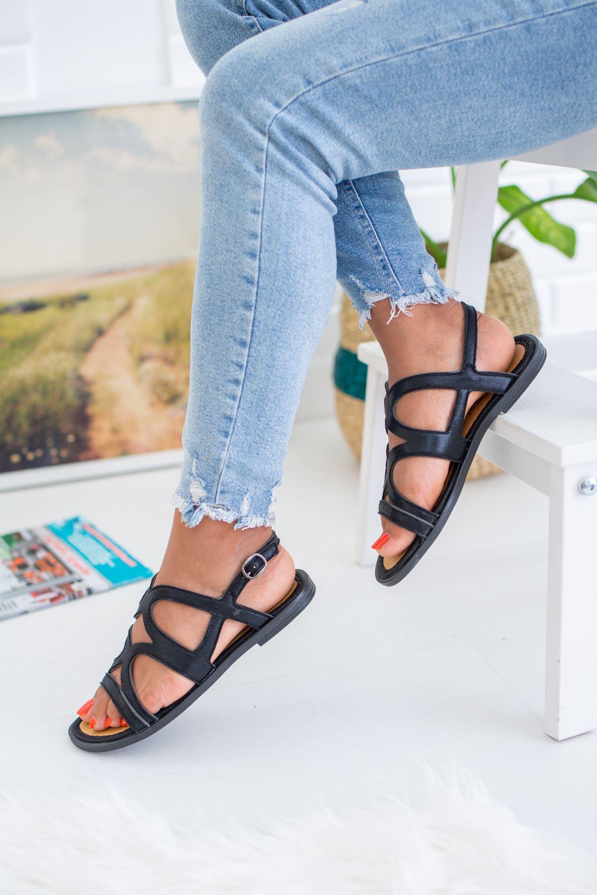 Çapraz Bant Siyah Sandalet