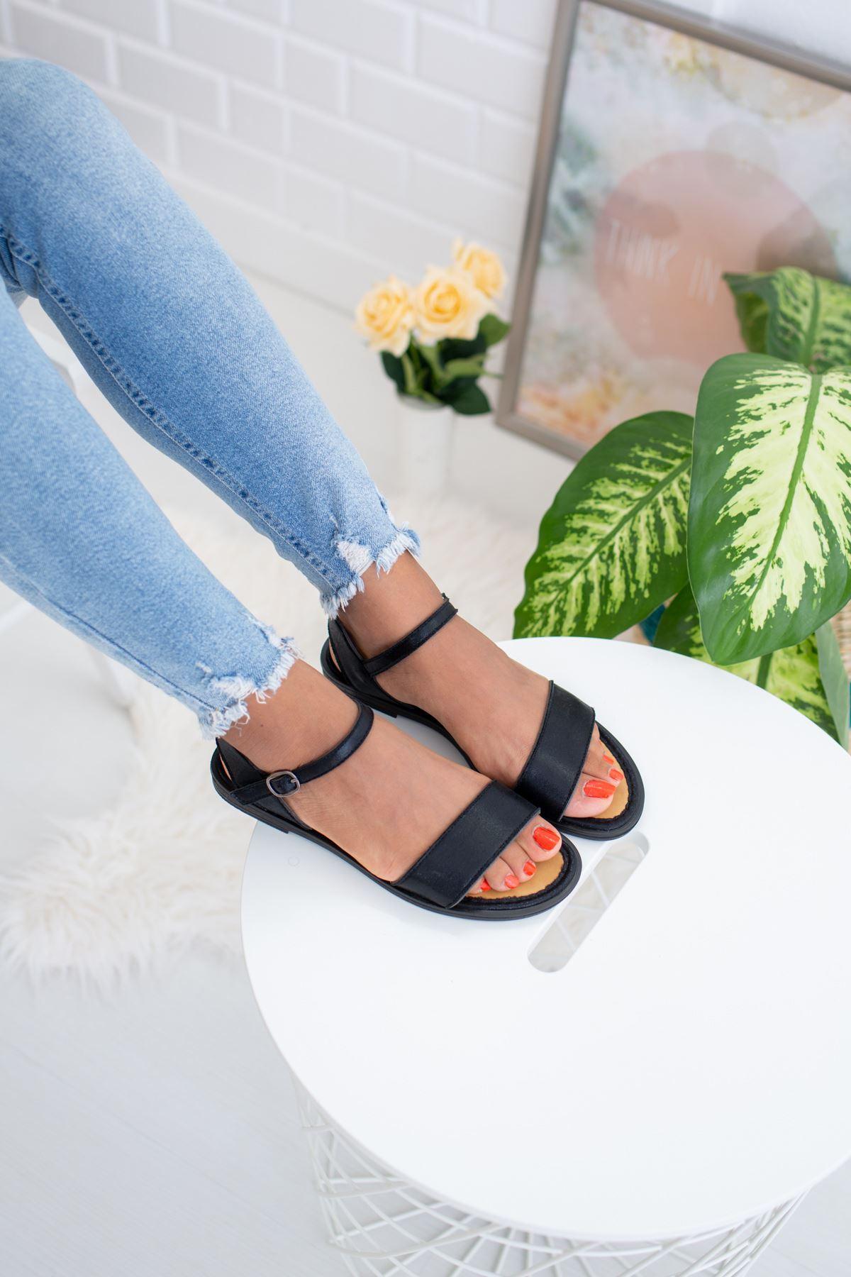Tek Bant Siyah Sandalet
