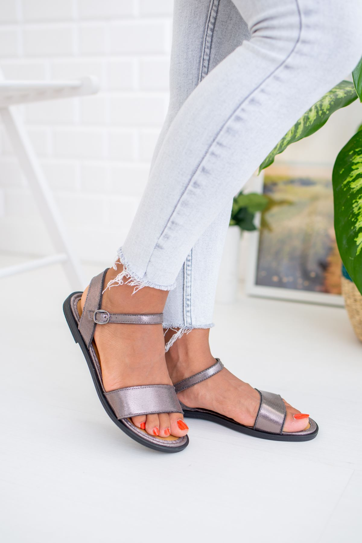 Tek Bant Platin Sandalet