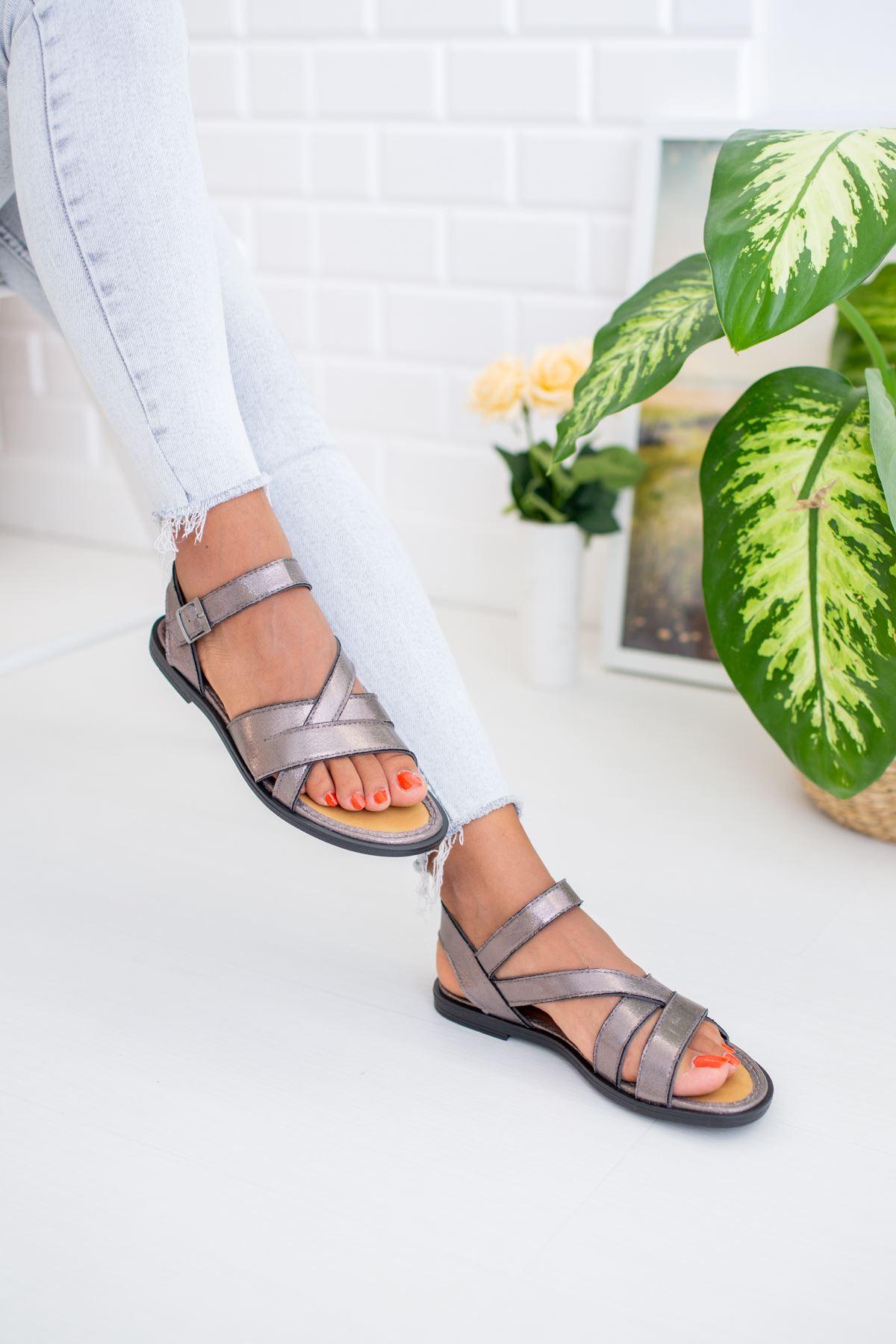 Çapraz Geçmeli Platin Sandalet