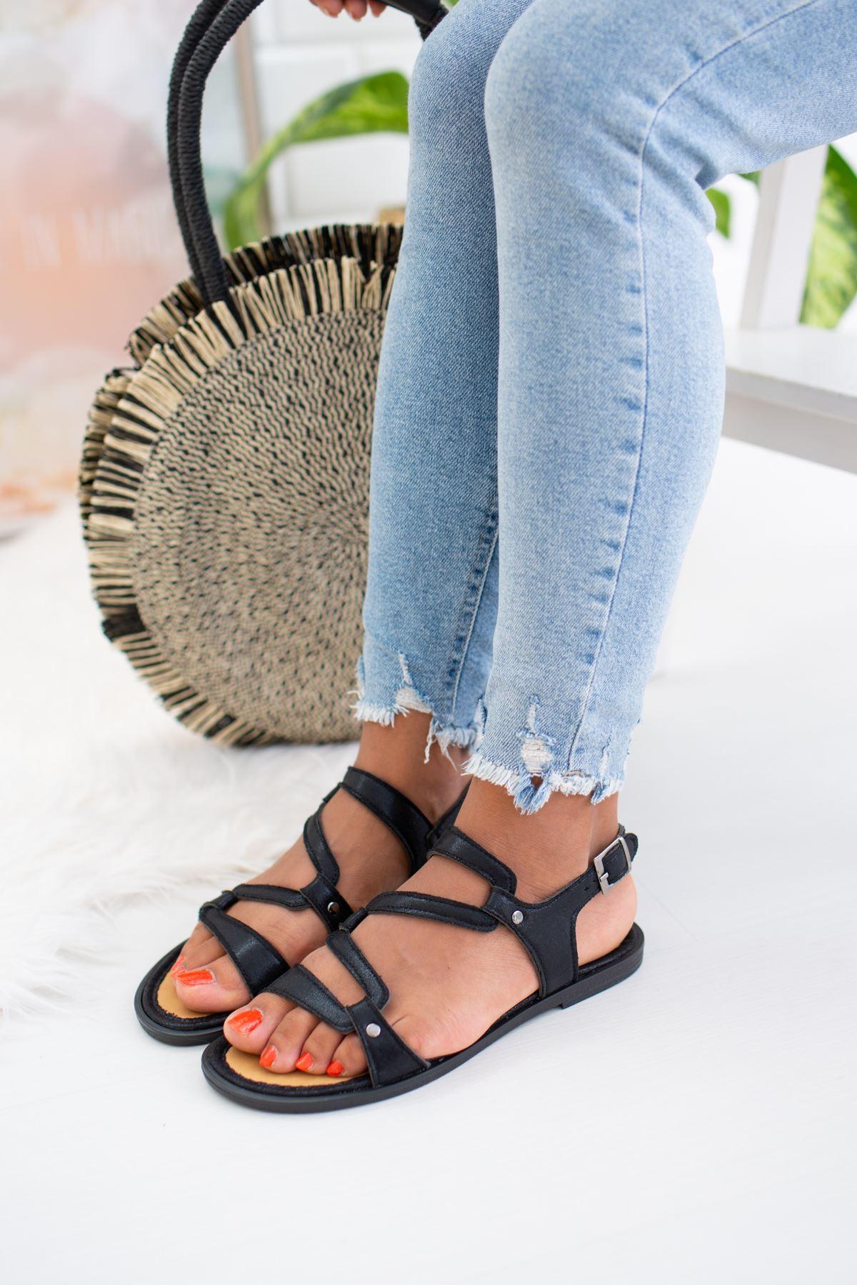 Geçirmeli Siyah  Sandalet