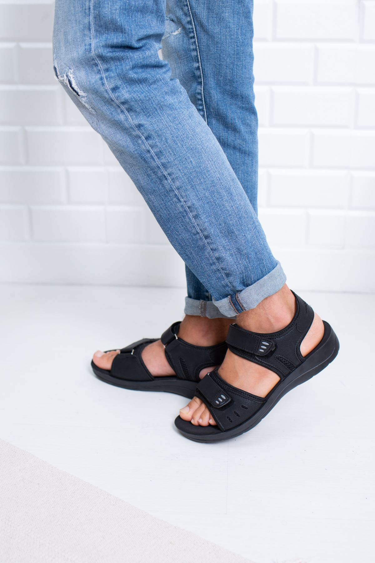 Cırtlı Siyah Sandalet