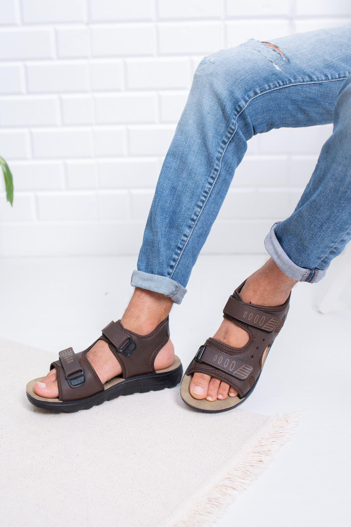 Cırtlı Kahverengi Sandalet