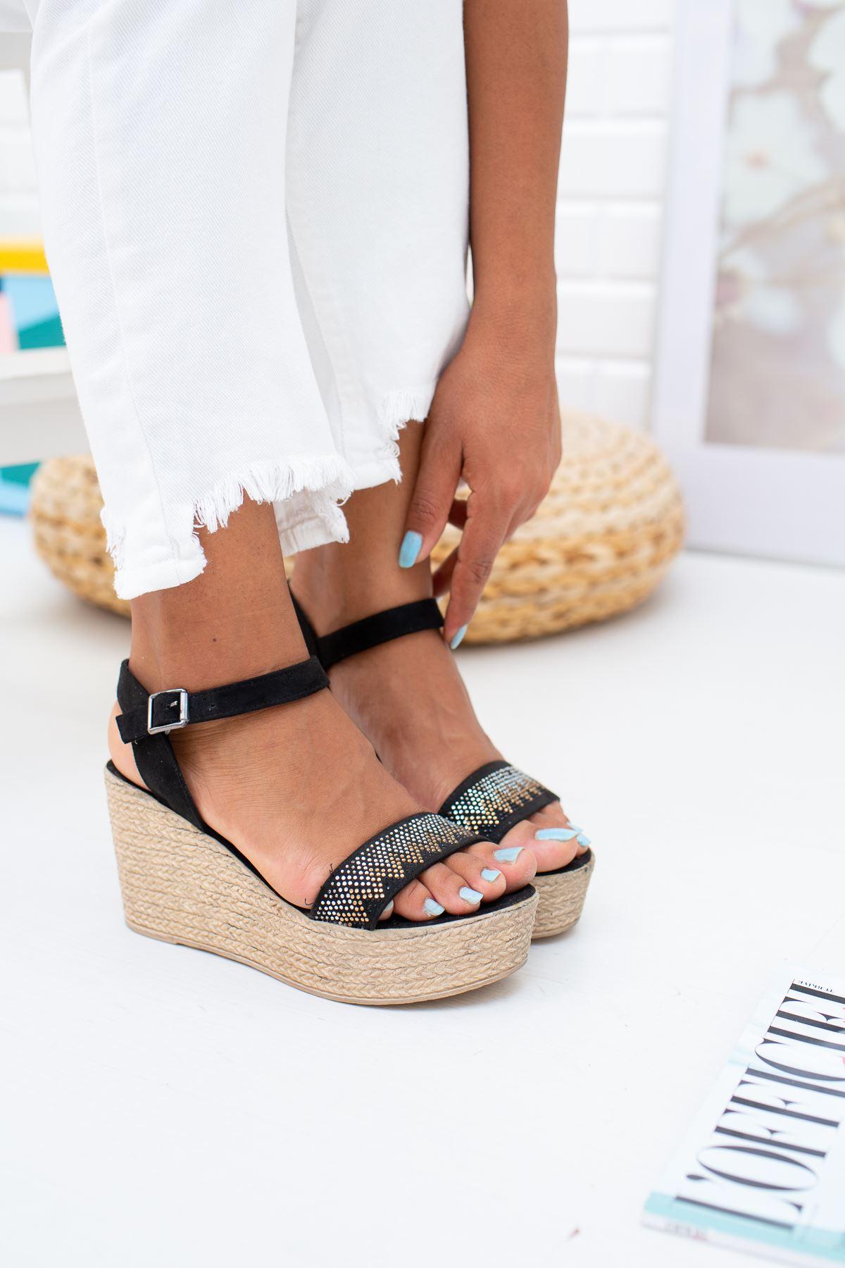 Dolgu Taban Tek Bant Taşlı Sandalet