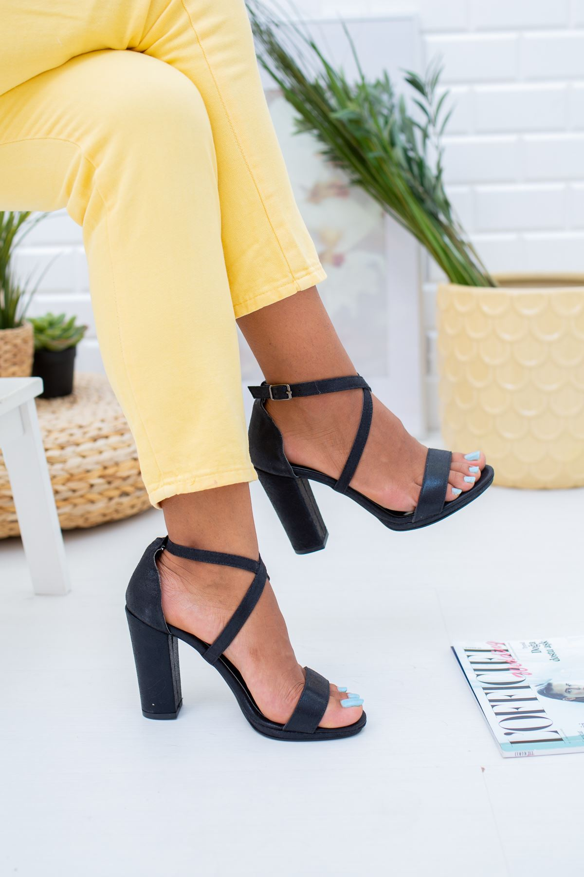 Tek Bant Topuklu Siyah Ayakkabı