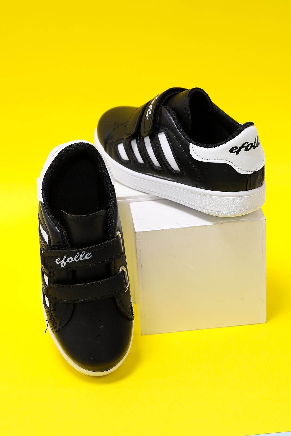 Siyaha Beyaz Taban Yanı Beyaz Şeritli Çocuk Ayakkabı