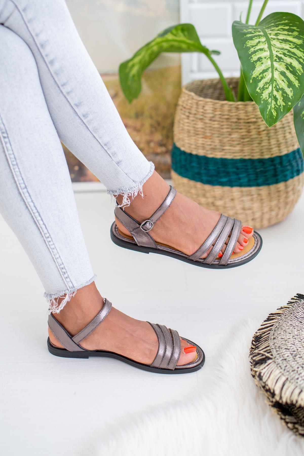 3 Bantlı Platin Sandalet
