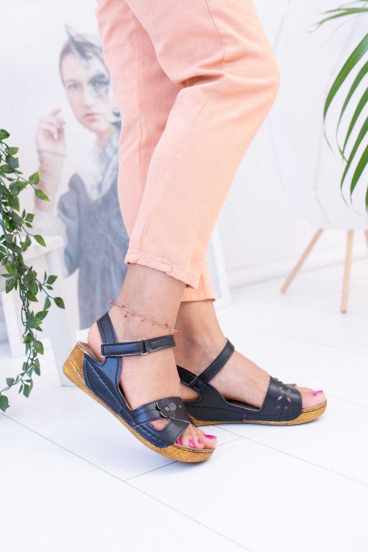 Papatya Model Siyah Sandalet