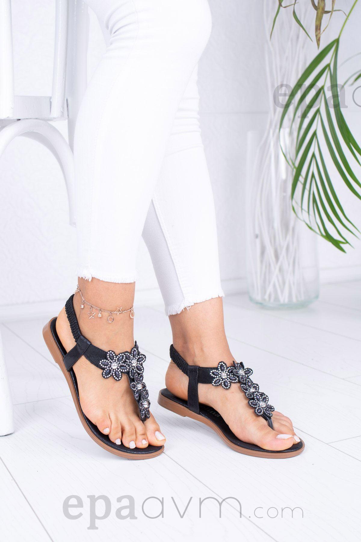 Çiçekli Parmak Arası Siyah Sandalet