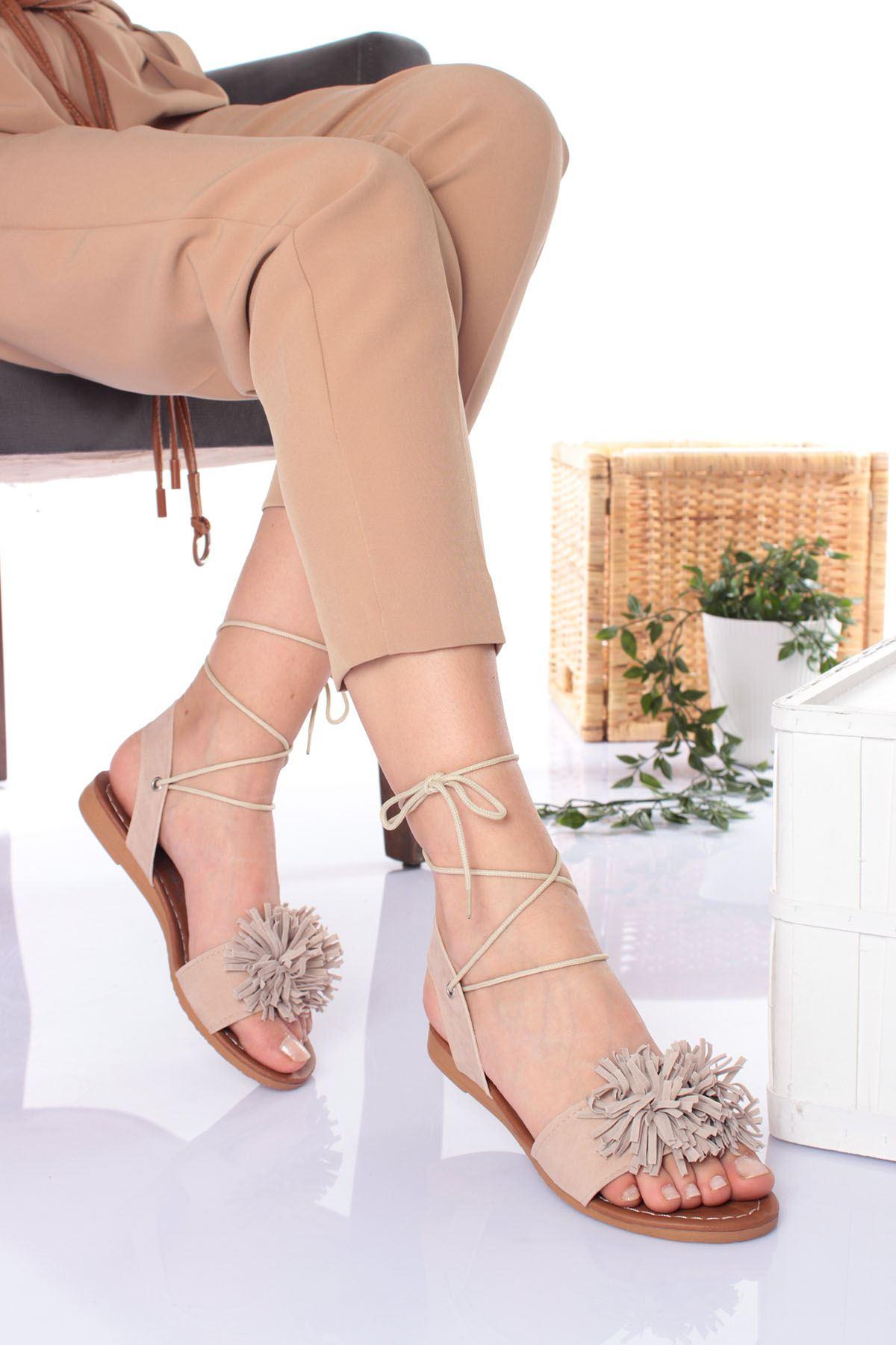 Üstü Çiçek Püsküülü Vizon Süet Kadın Sandalet