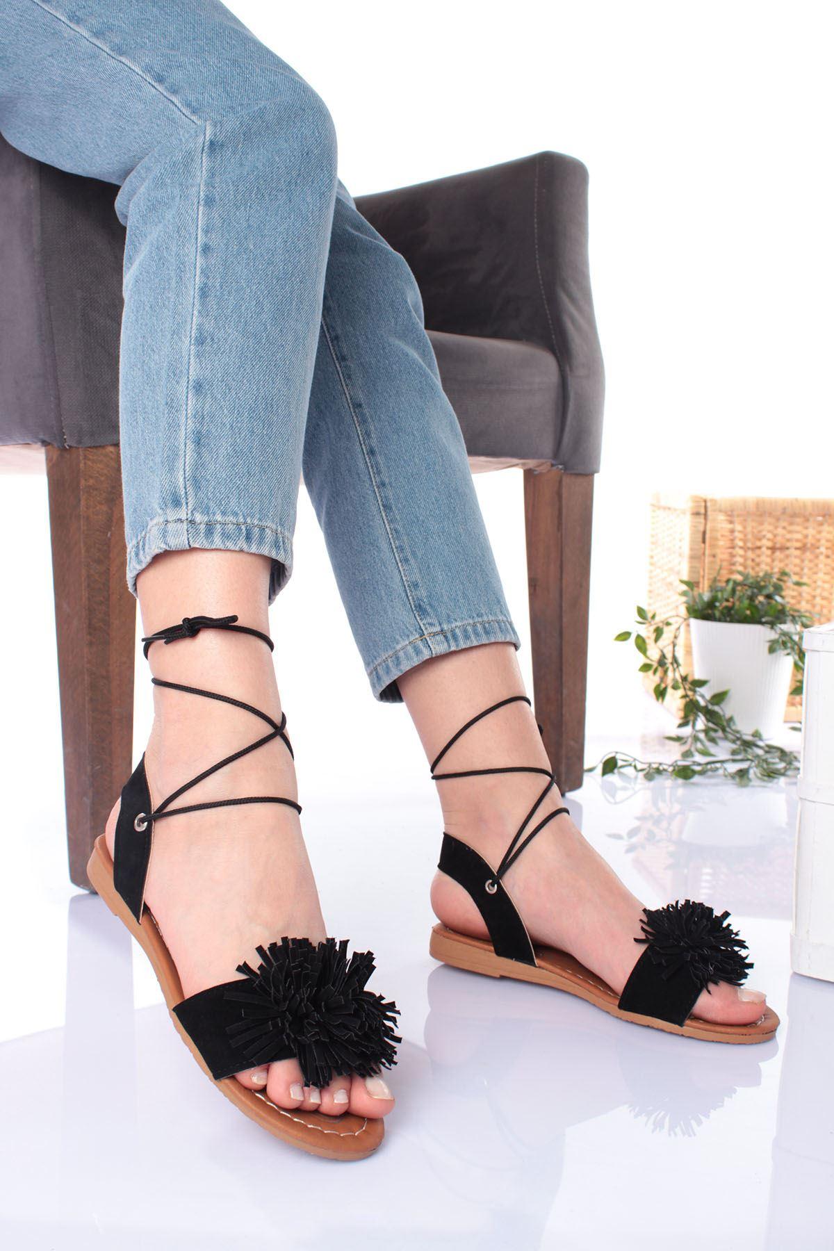 Üstü Çiçek Püsküllü Siyah Süet Kadın Sandalet