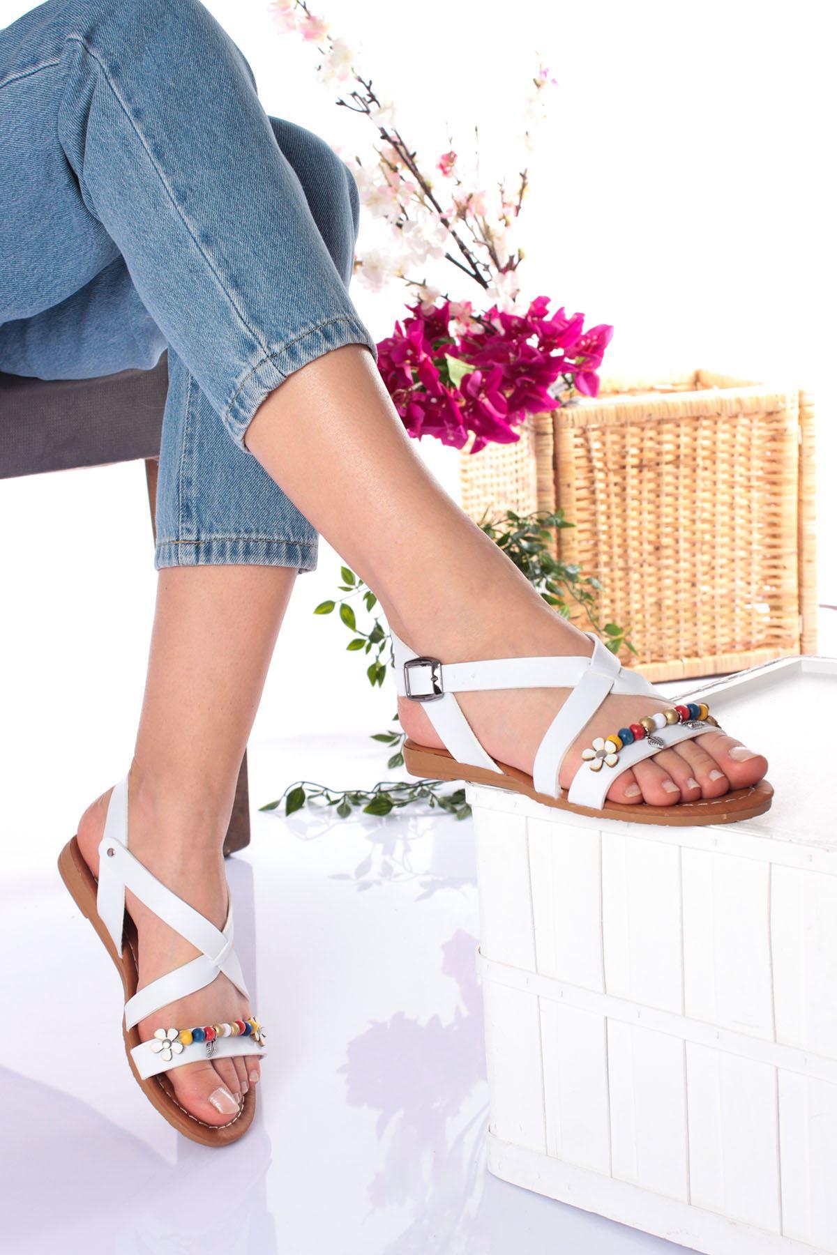 Tek Bant Taşları Renkli Beyaz Cilt Kadın Sandalet