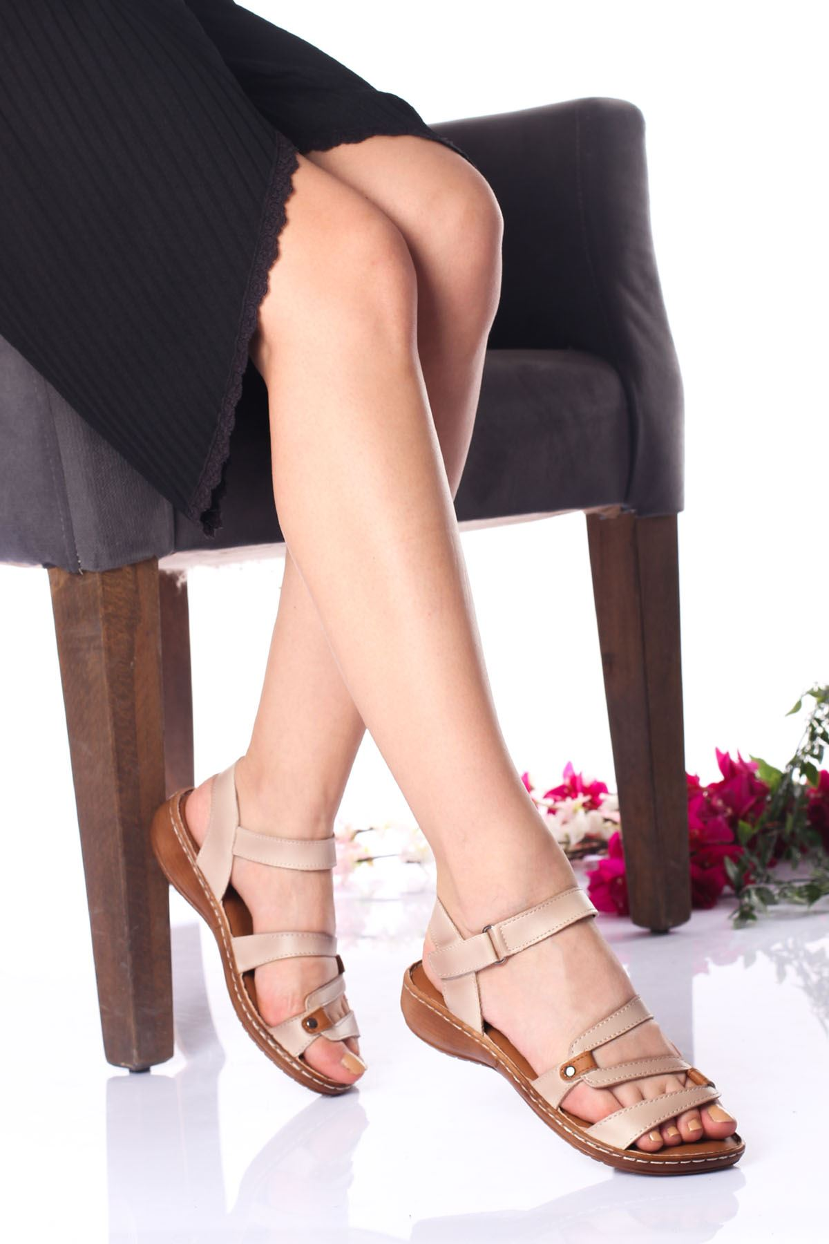 Ortopedik Ped İçi Deri Alçak Taban Krem Sandalet