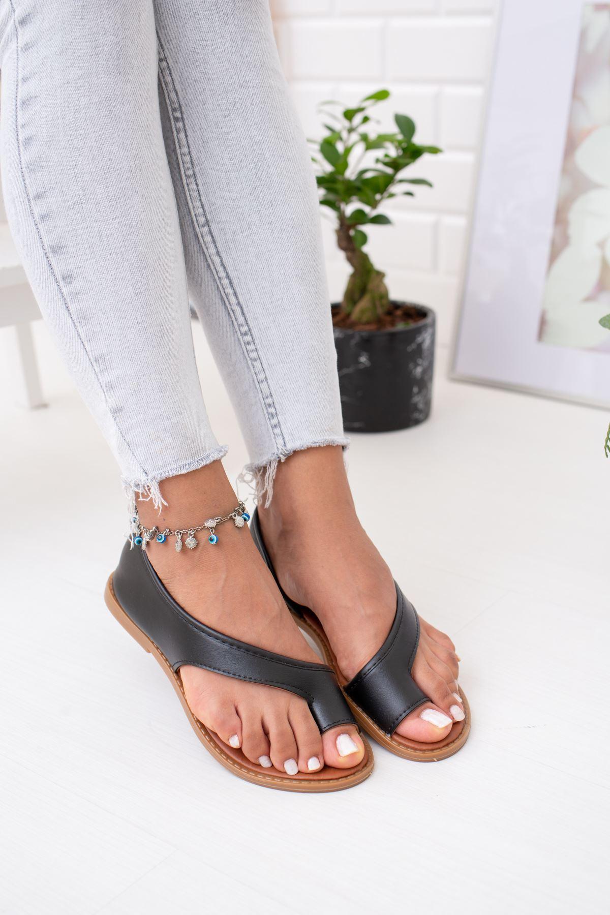 Parmak Arası Siyah Sandalet