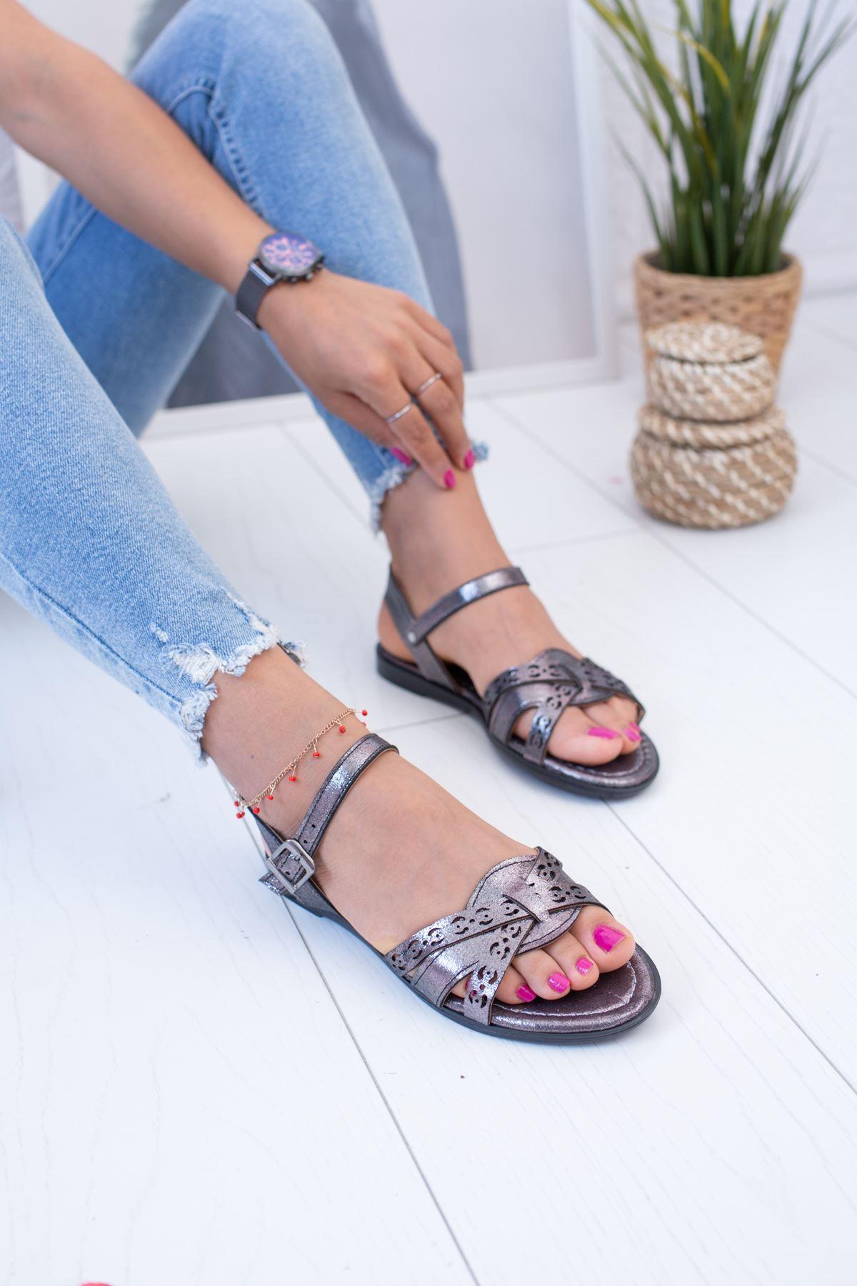 Lazerli Platin Sandalet