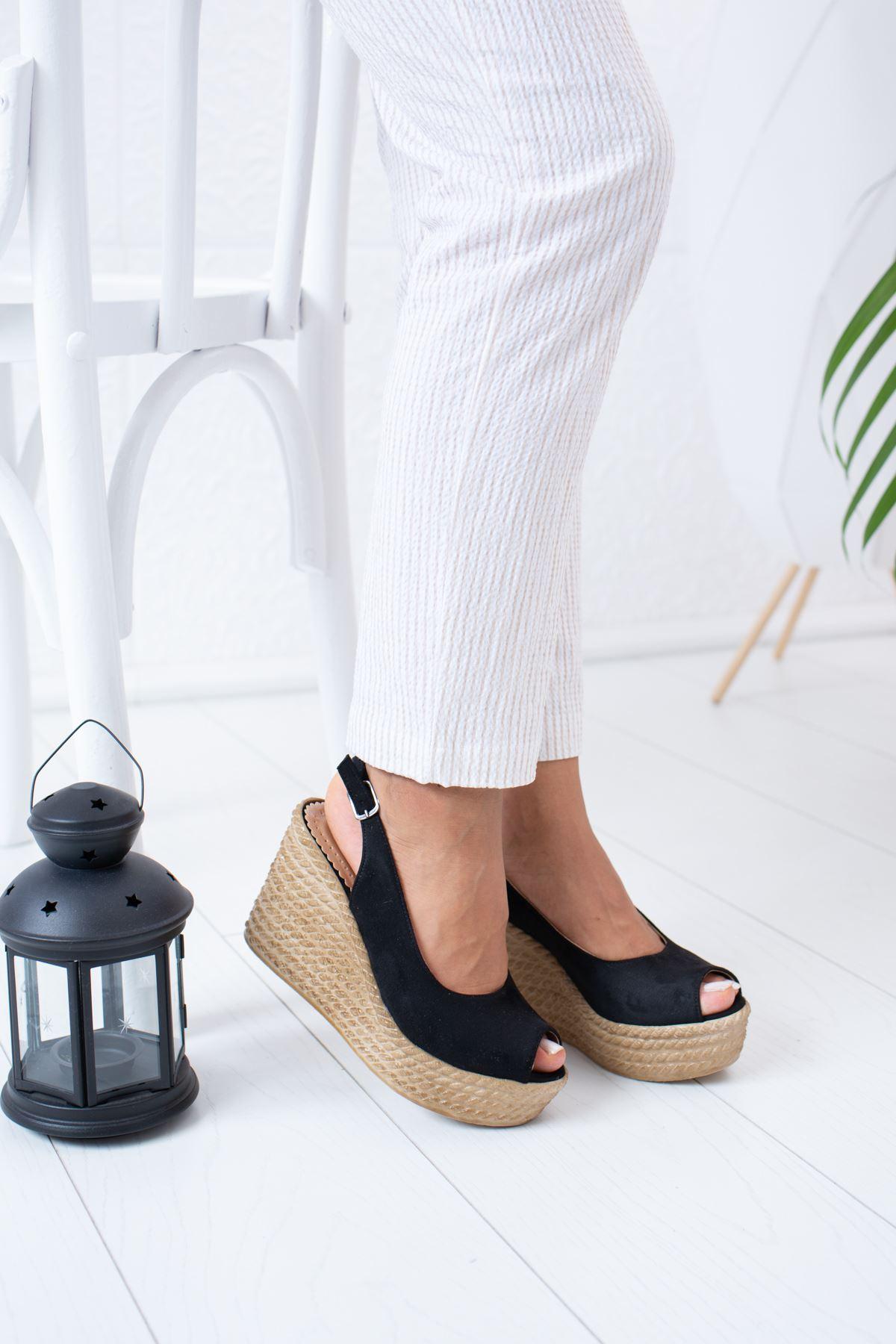 Dolgu Taban Siyah Süet Sandalet