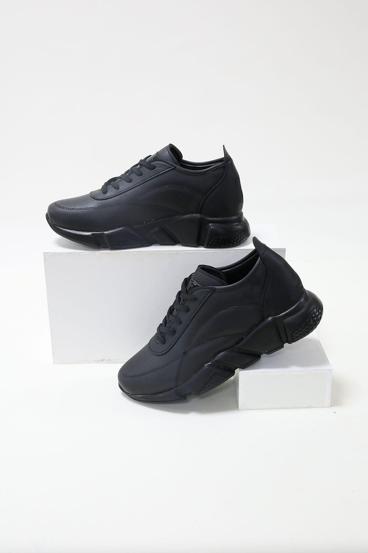Alçak Taban Siyah Cilt Spor Ayakkabı