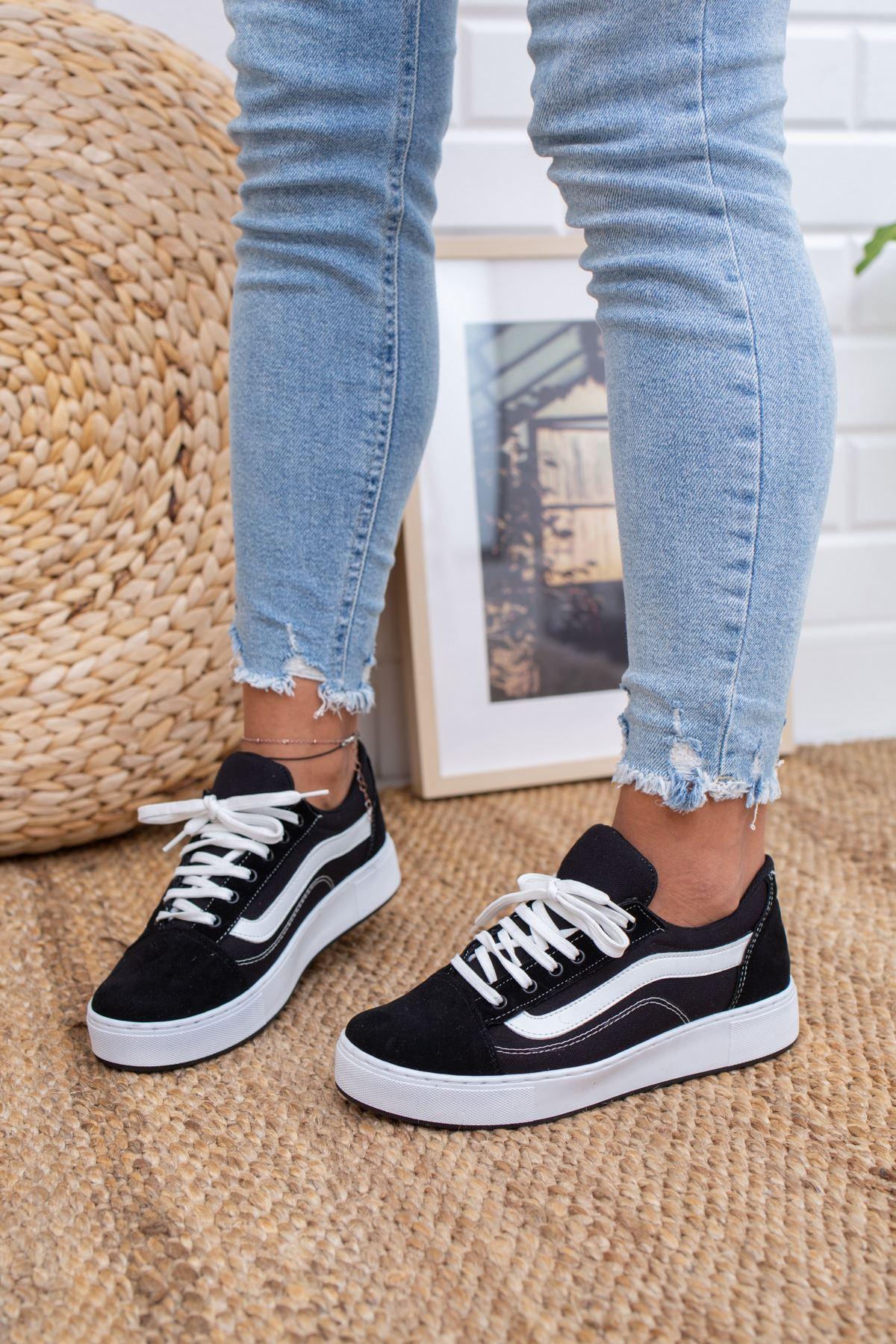 Vans Bağcıklı Siyah Spor Ayakkabı
