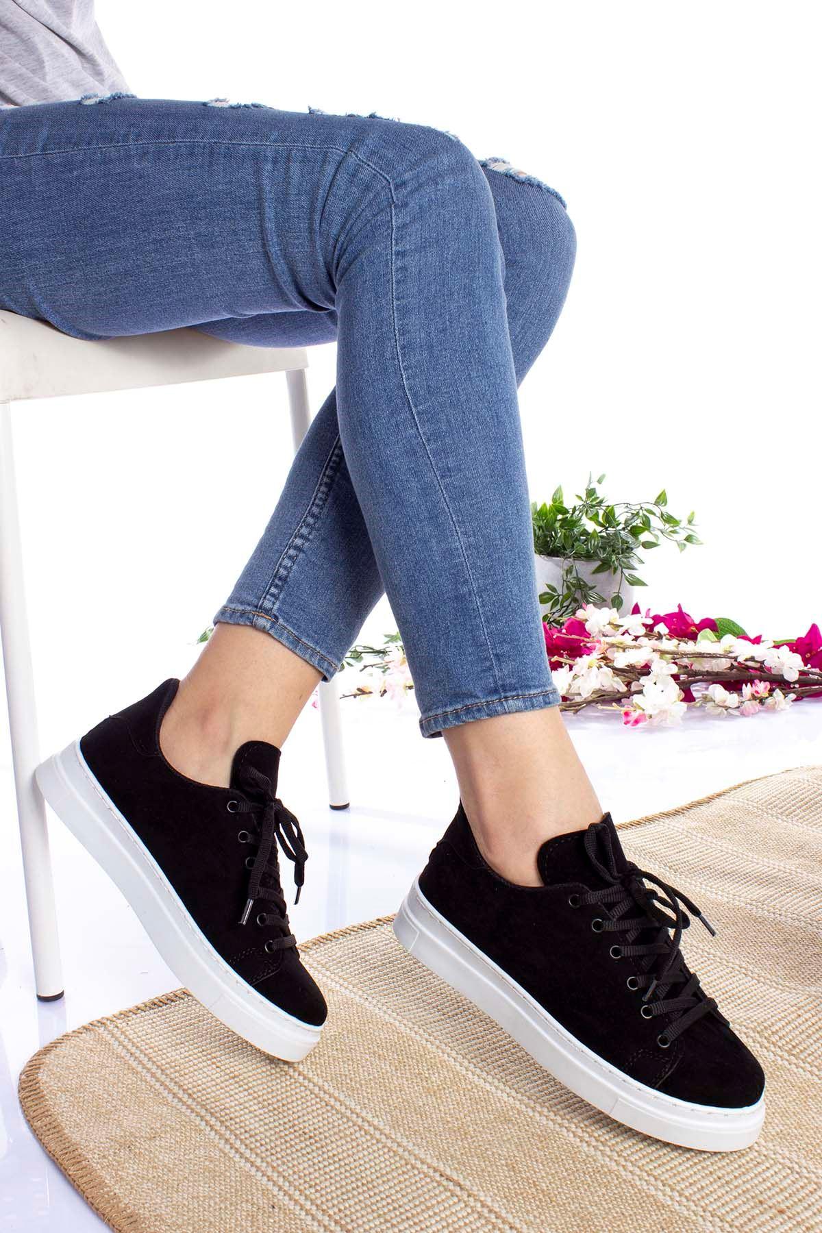 Siyaha Beyaz Taban Süet Spor Ayakkabı