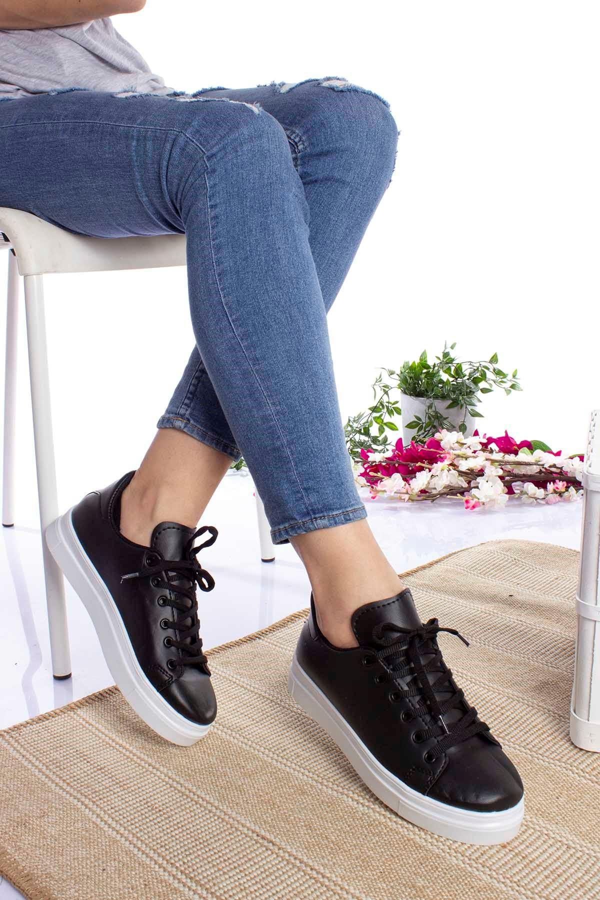 Siyaha Beyaz Taban Cilt Spor Ayakkabı