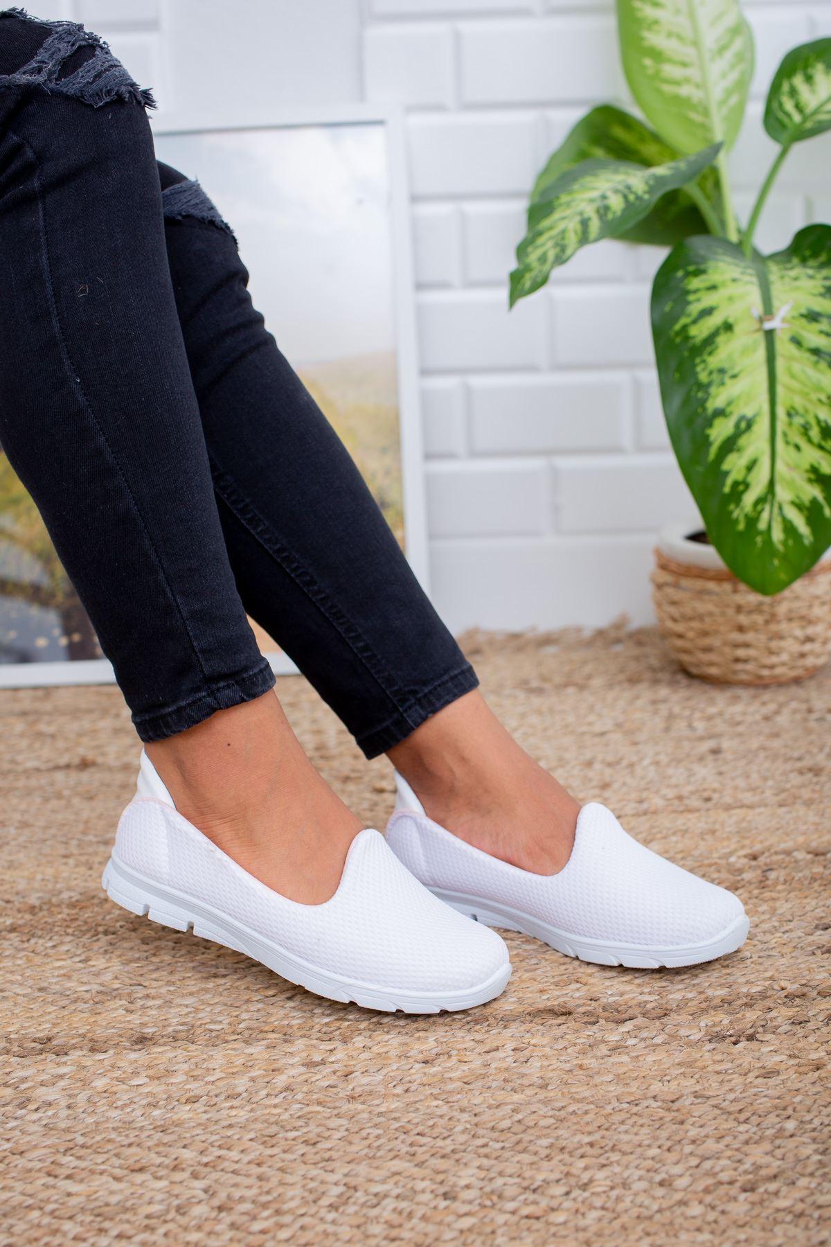 Beyaz Yürüyüş Ayakkabısı