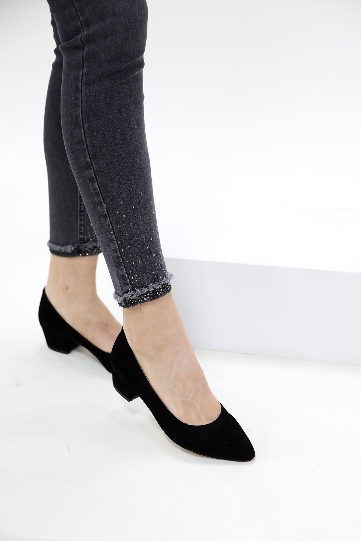 Topuklu Sivri Burun Siyah Süet Ayakkabı