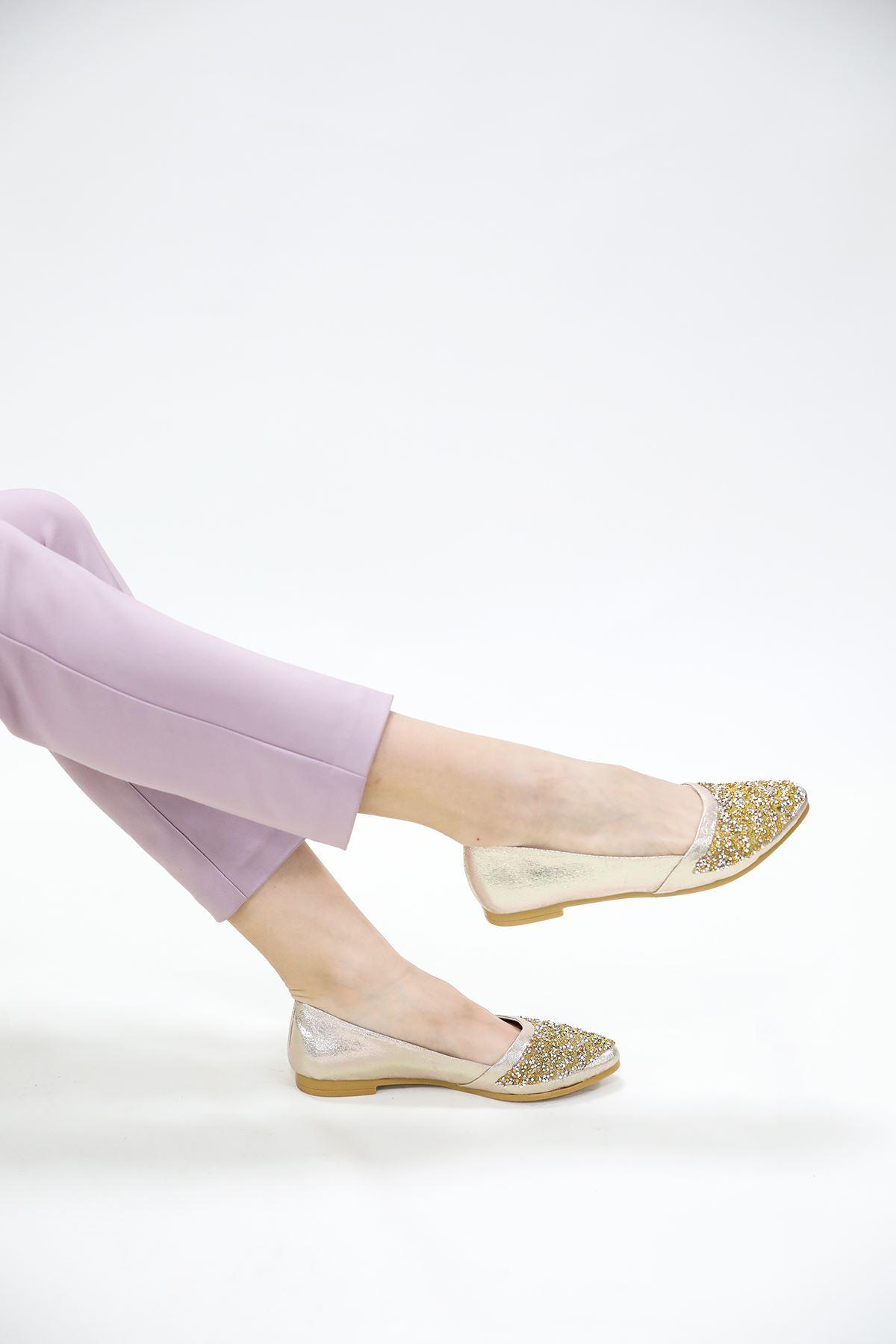 Yanı Kesik Model Taşlı Altın Parlak Babet