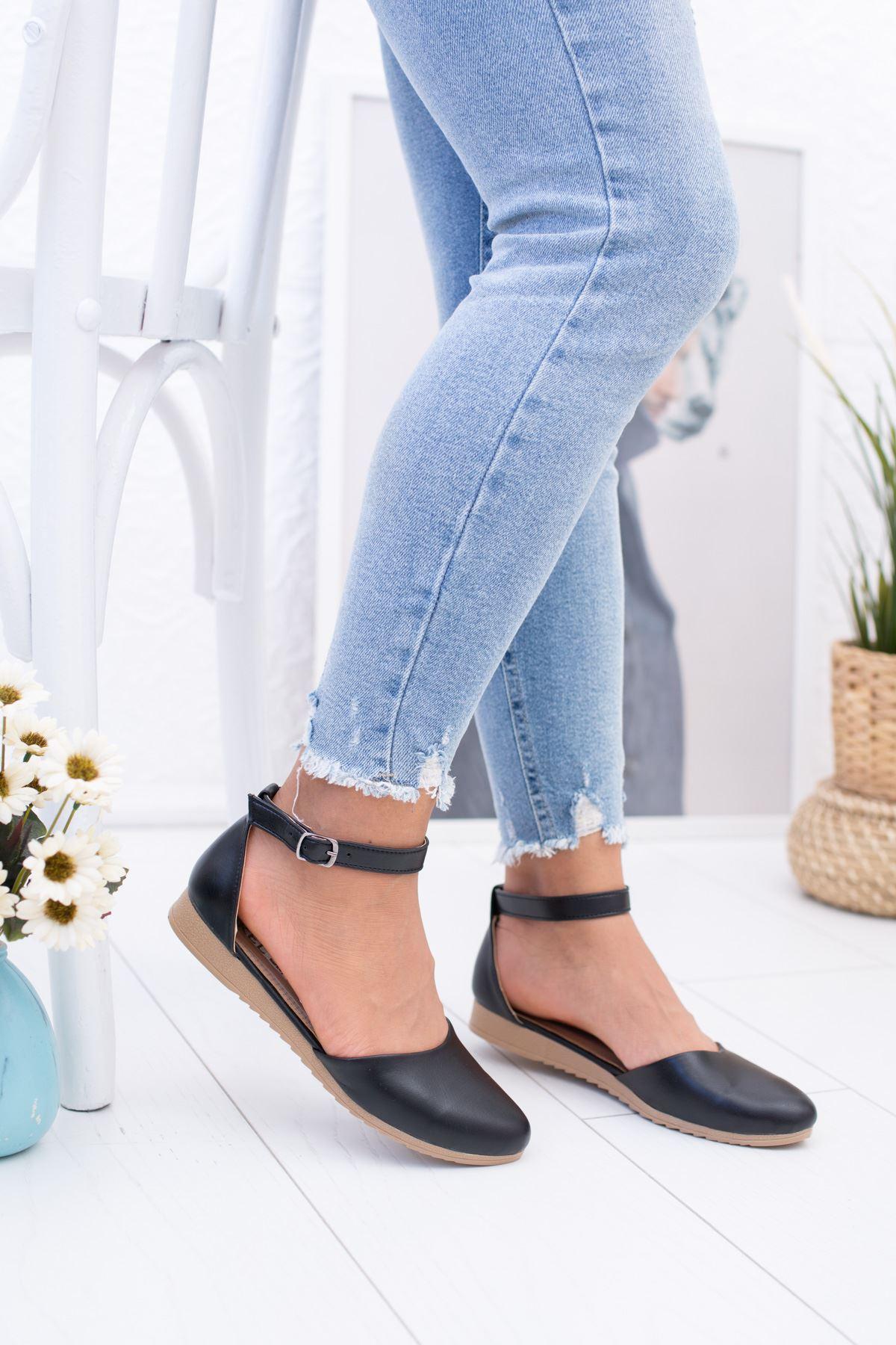 Bilekten Kemerli Siyah Ayakkabı