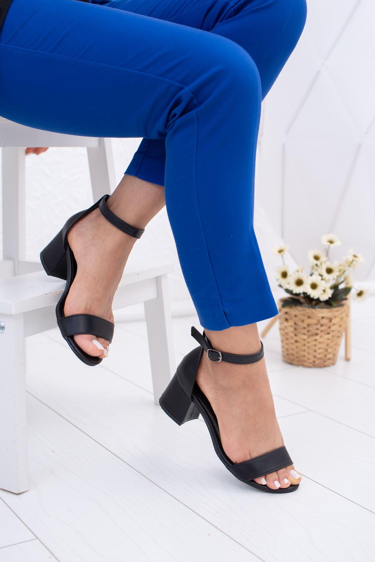 Kısa Topuk Tek Bant Siyah Cilt Ayakkabı
