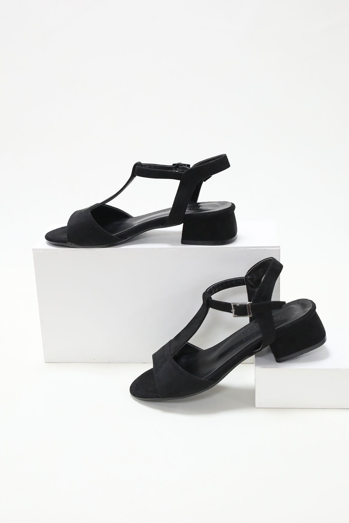 Tek Bant Direkli Siyah Süet Ayakkabı