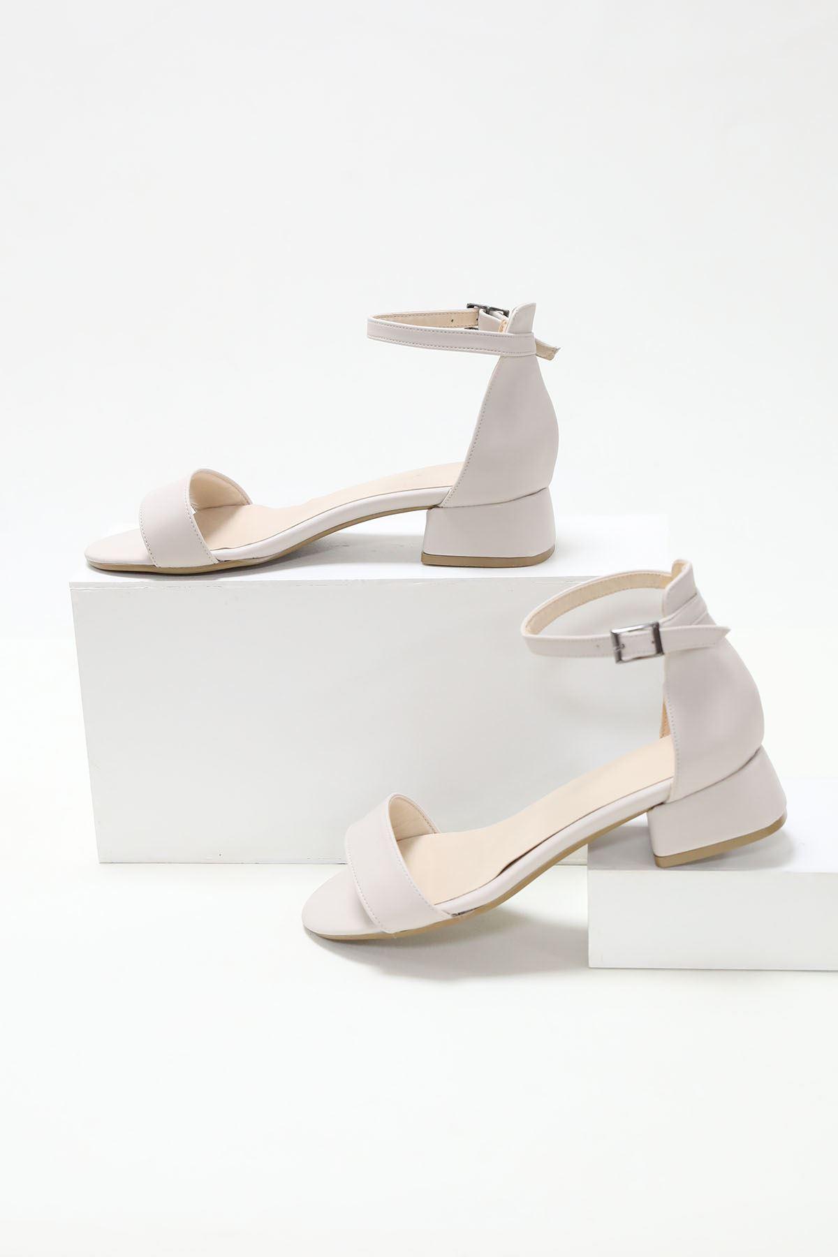 Tek Bant Kısa Ökçeli Krem Cilt Ayakkabı