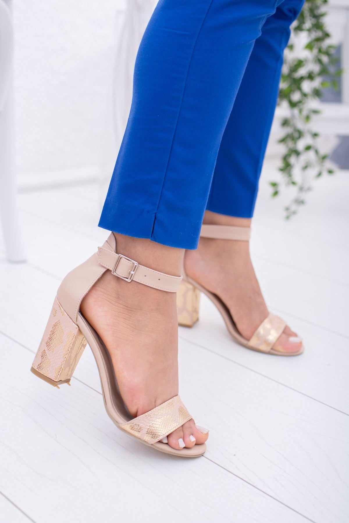 Yılan Baskılı Ökçeli Sandalet