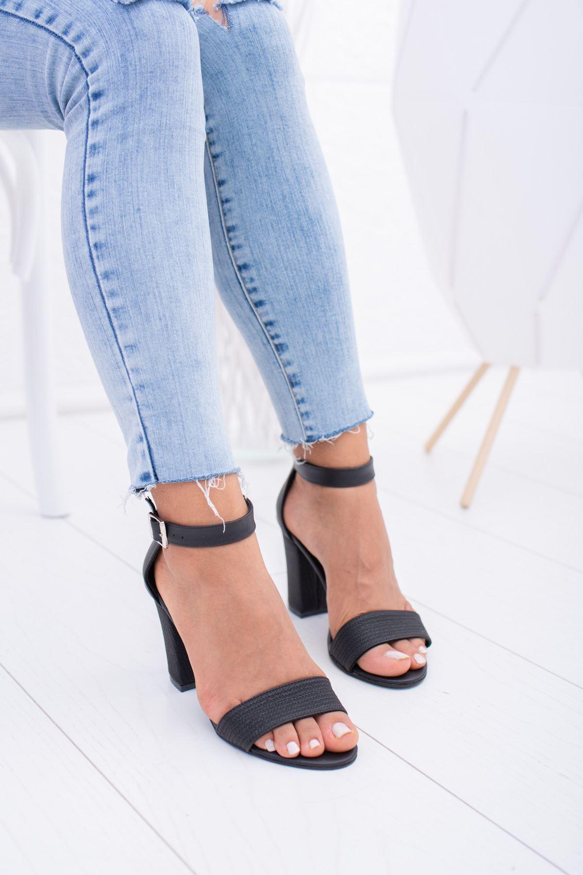 Hasır Siyah Ökçeli Sandalet