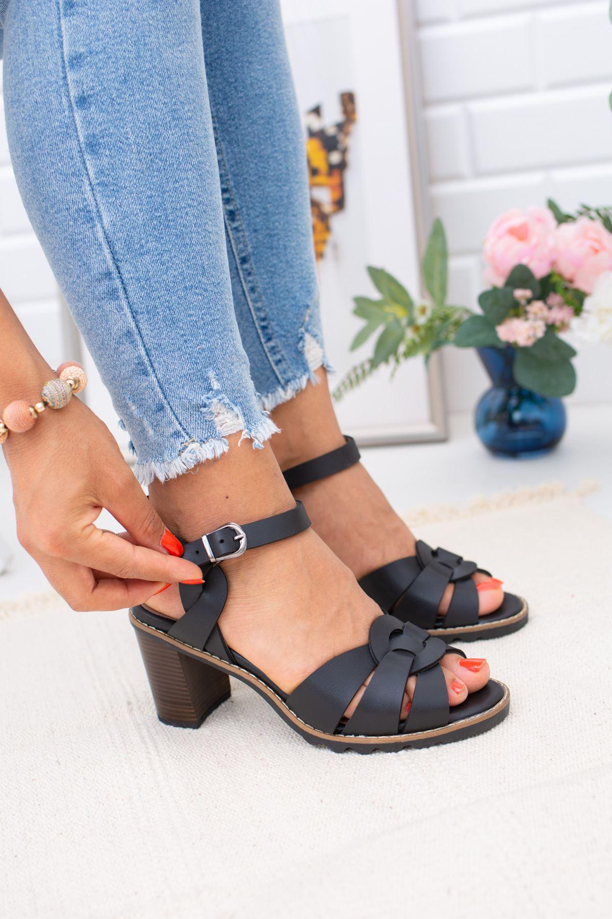 Arkası Açık  Siyah Ökçeli Sandalet