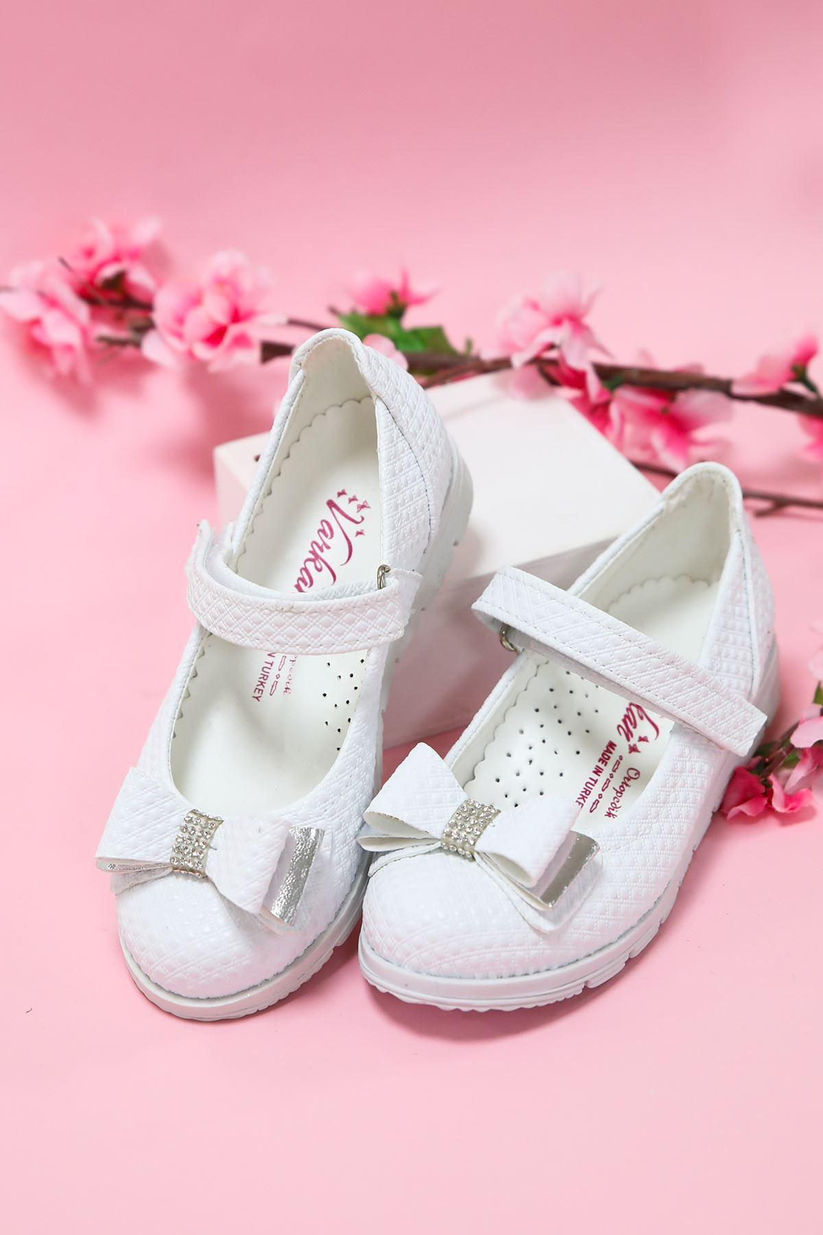 Beyaz Noktalı Kız Çocuk Ayakkabı