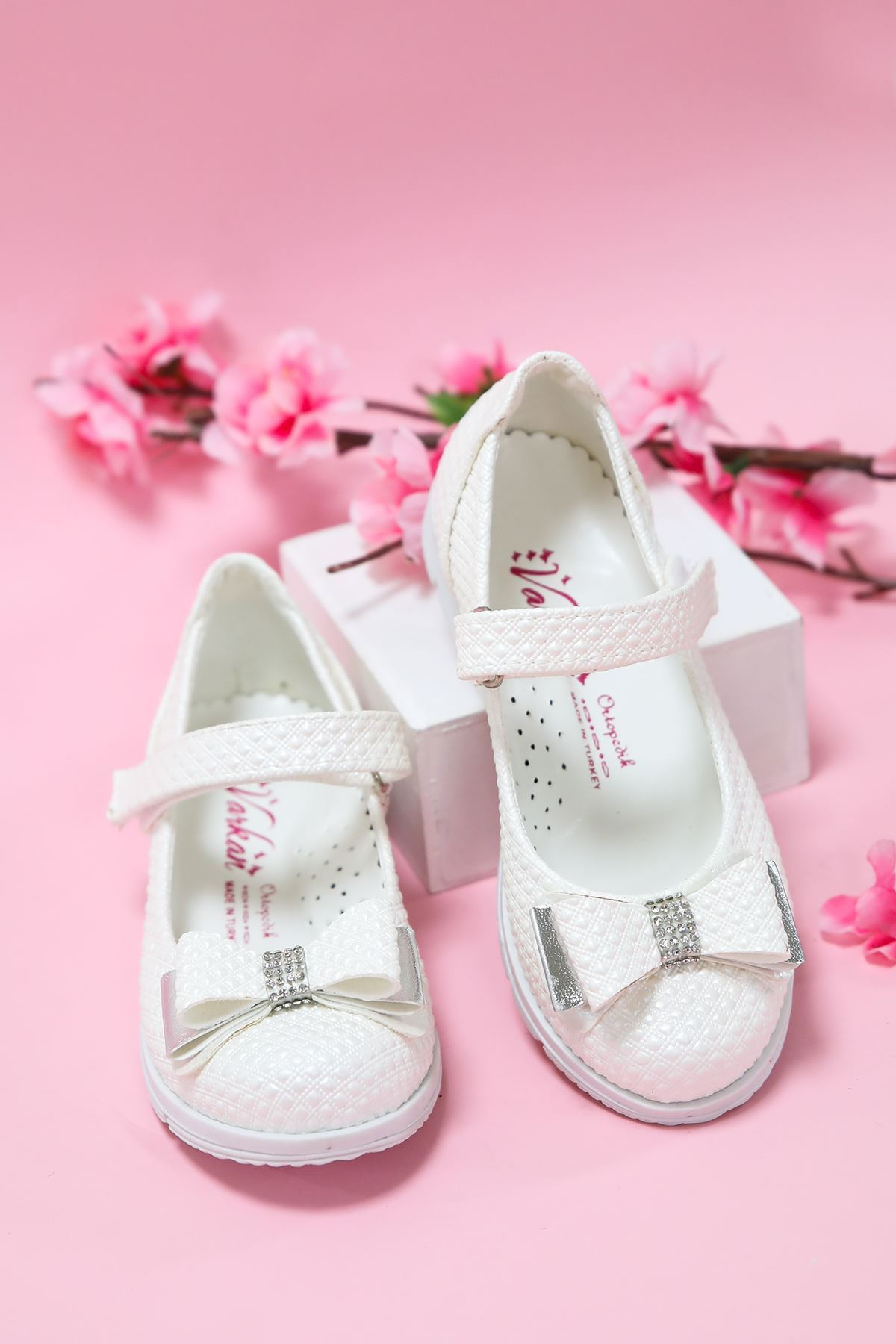 Sedef Noktalı Kız Çocuk Ayakkabı