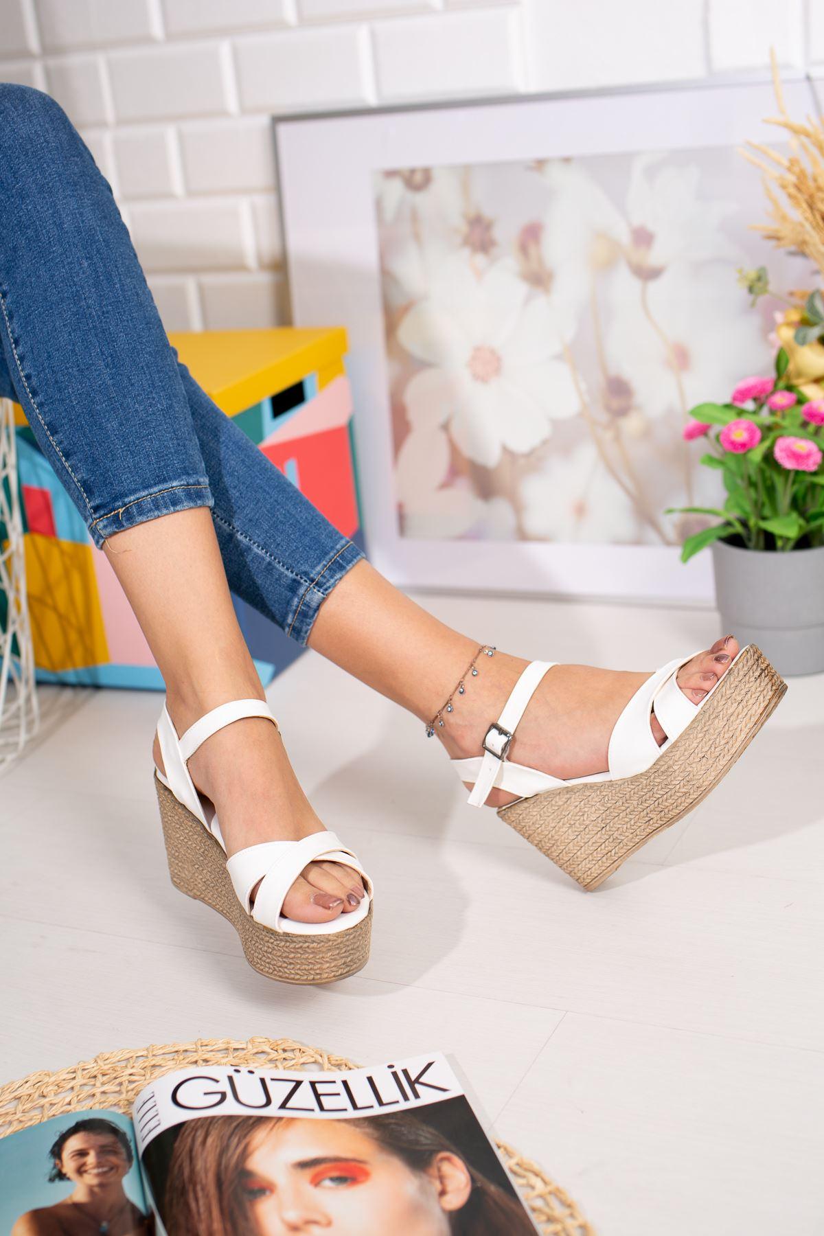 Dolgu Taban Çapraz  Beyaz Sandalet