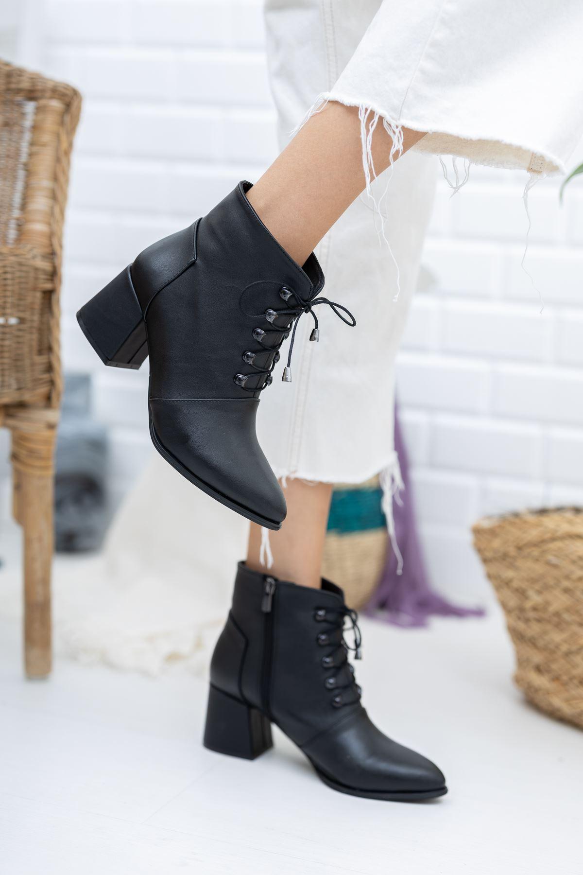 Topuklu Siyah Cilt Fermuarlı Bağcıklı Bot
