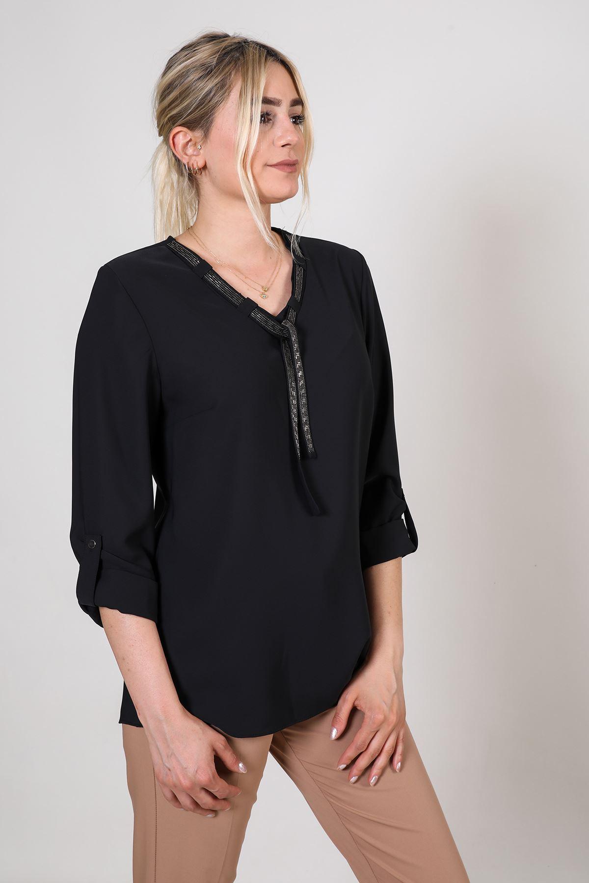 Zincir Kravatlı Kadın Bluz