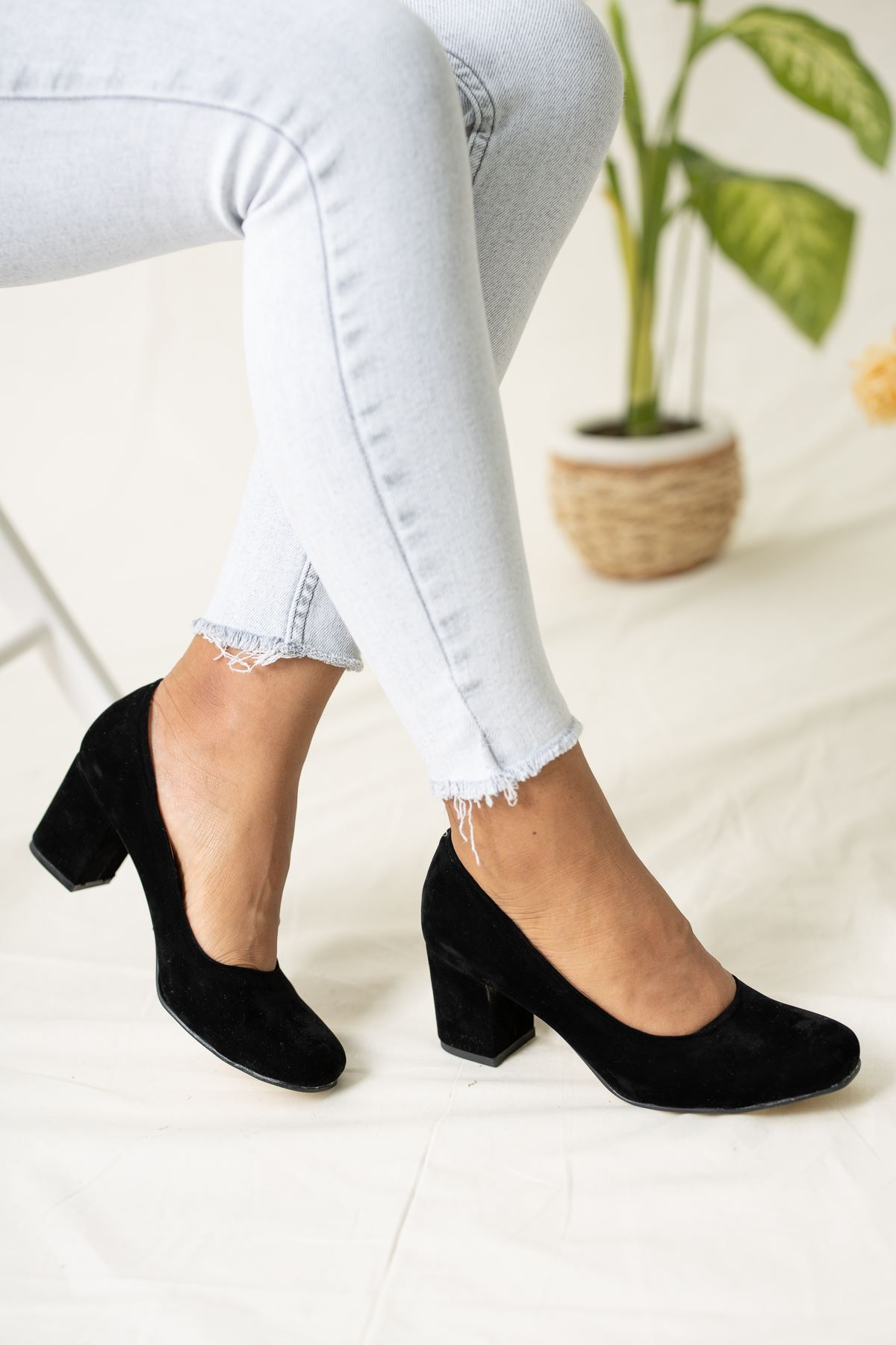 Kare Topuk Siyah Süet Kadın Ayakkabı