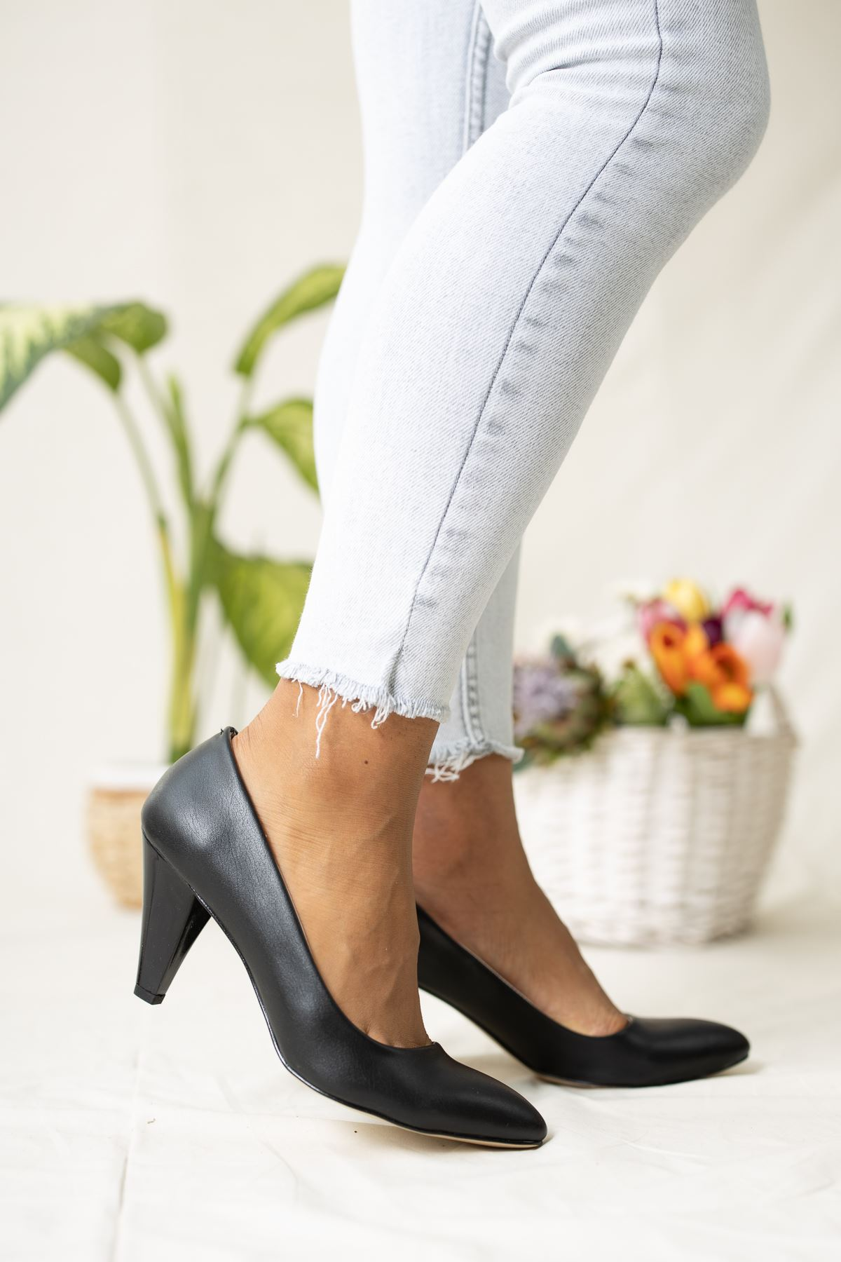 Siyah Cilt Dekolte Stiletto
